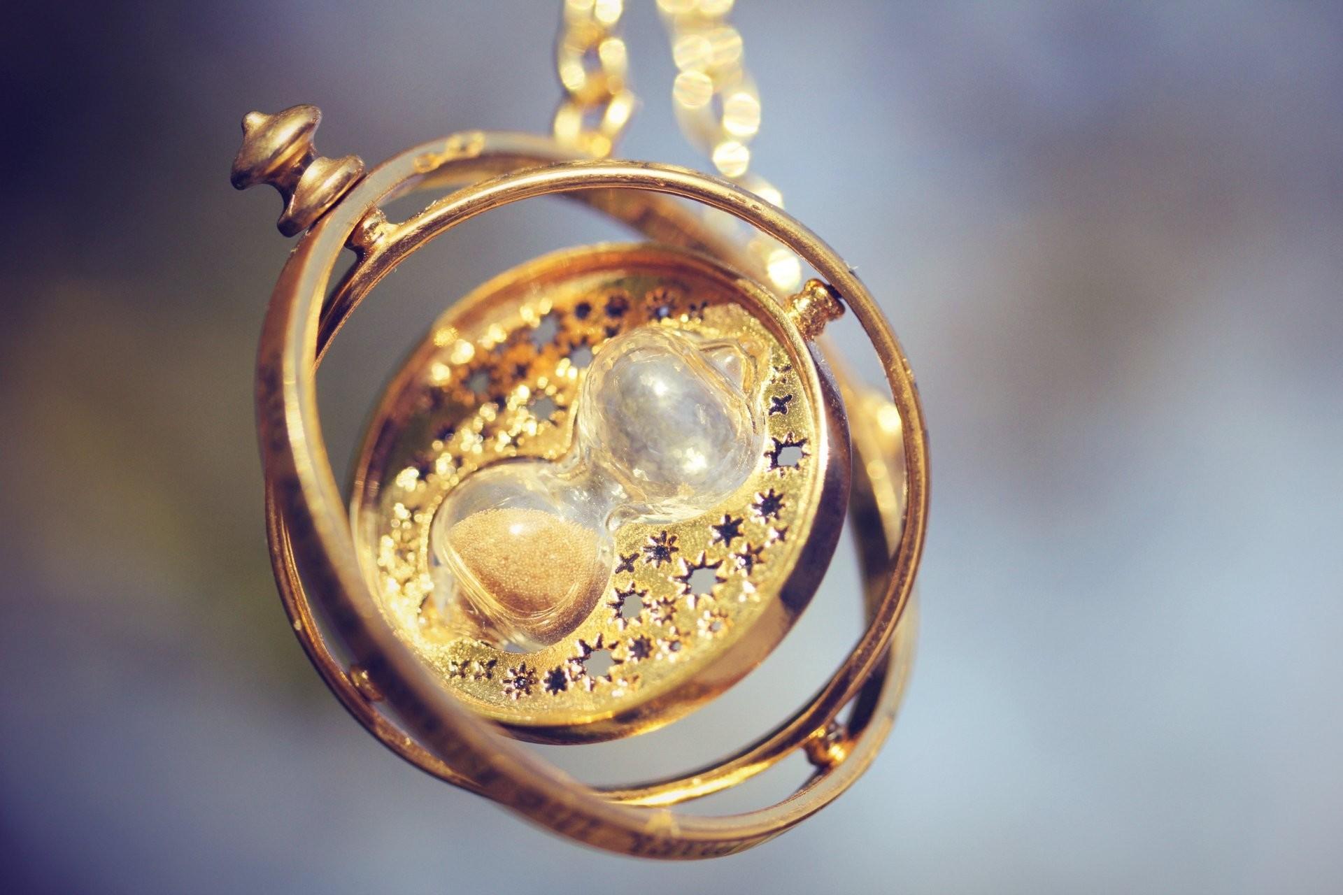 Res: 1920x1280, hourglass pendant close up decoration