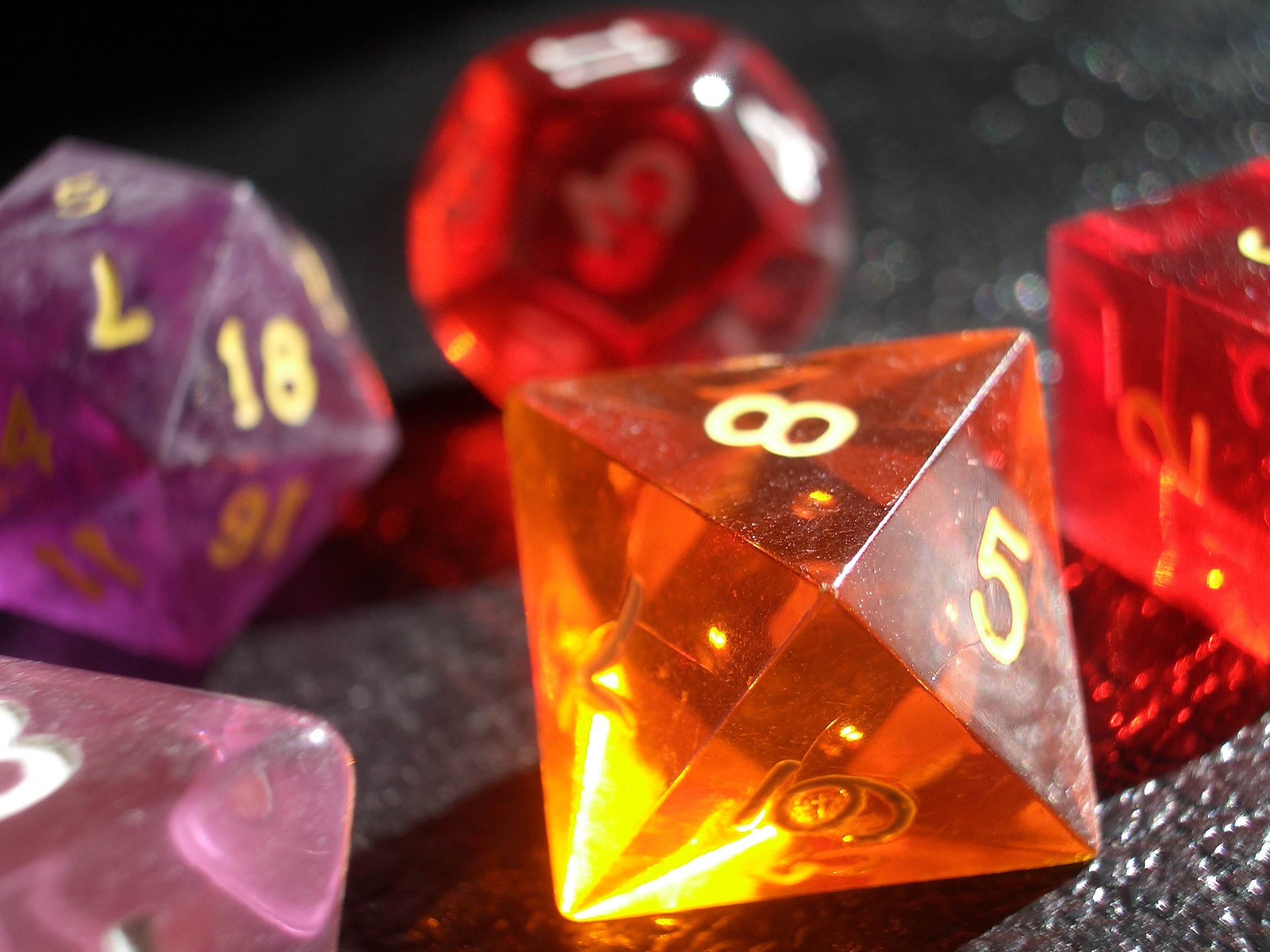 Res: 2304x1728, coloured gaming dice 4details