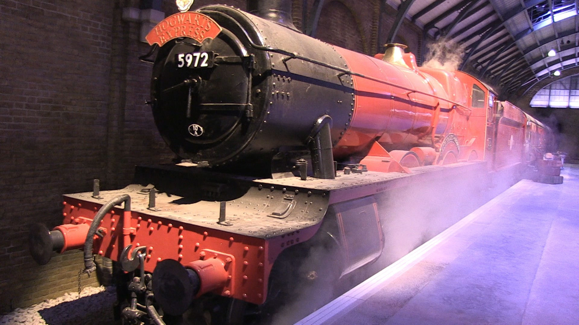Res: 1920x1080, HeyUGuys Visit Platform 9 ¾ for a Sneak Peek at The Hogwarts Express at  Warner Bros. Studio Tour