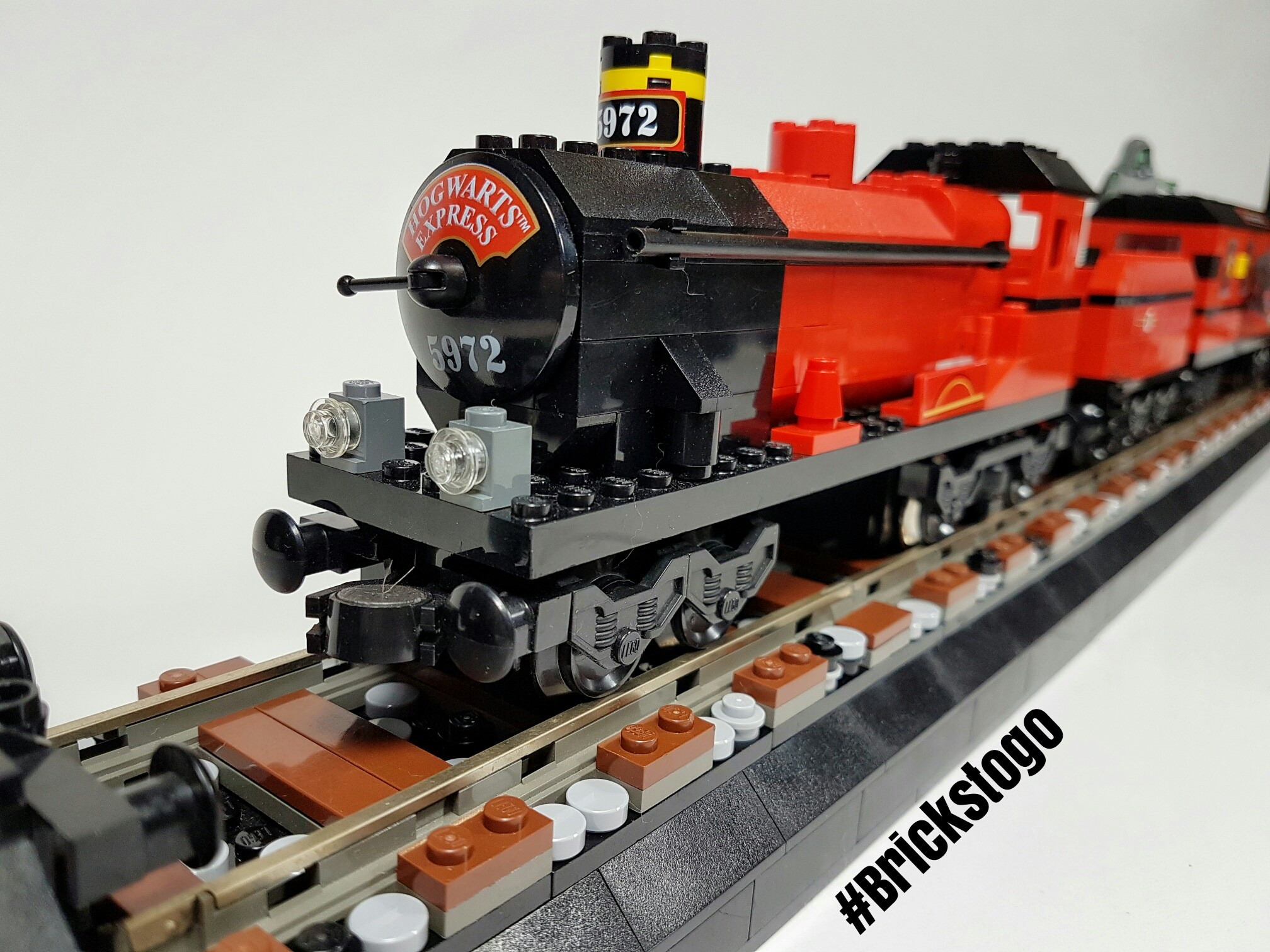 Res: 2016x1512, Custom LEGO Hogwarts Express Display