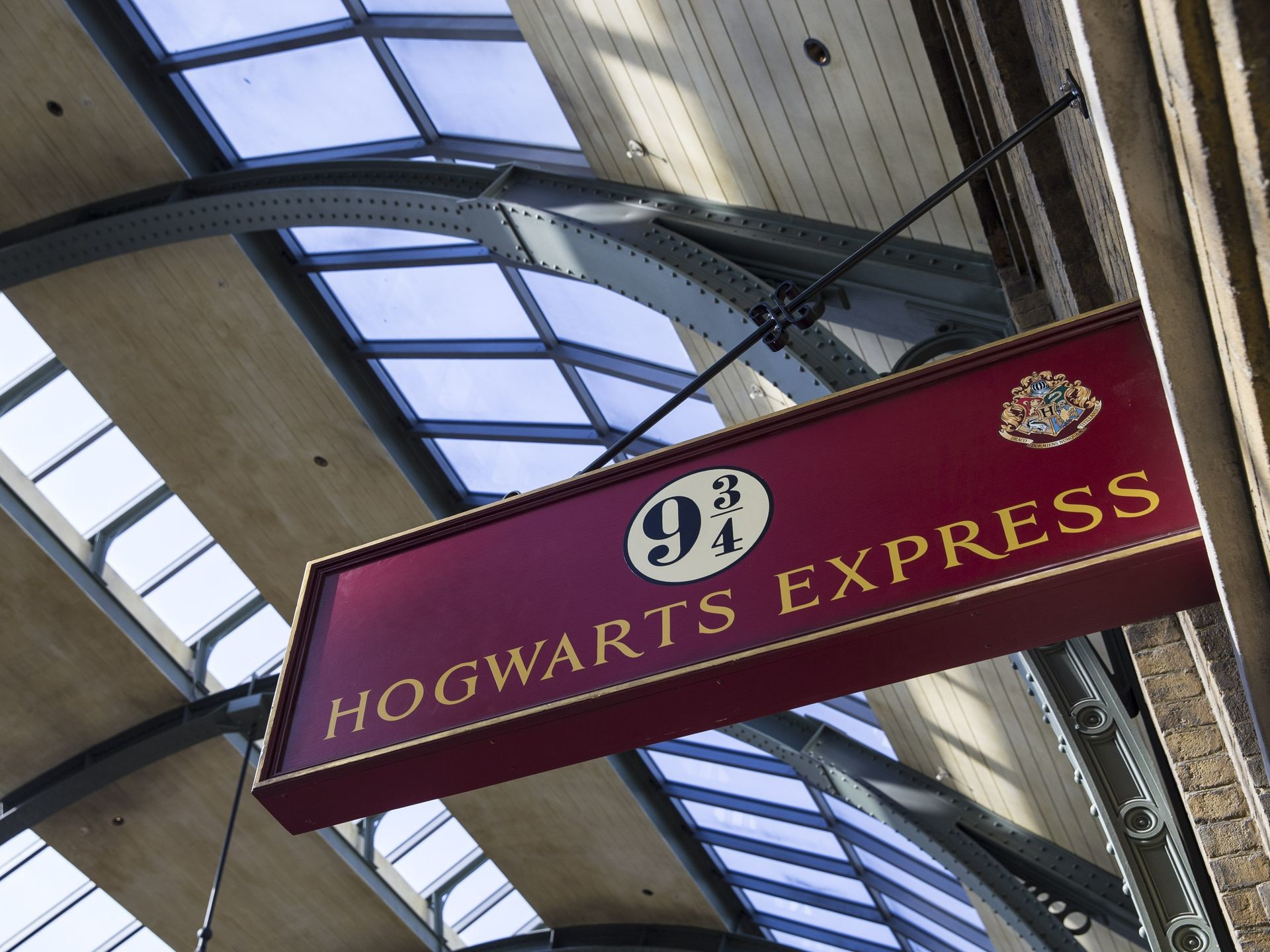 Res: 1920x1440, Hogwarts Express & Platform 9¾ – The Wizarding World of Harry Potter –  Diagon Alley