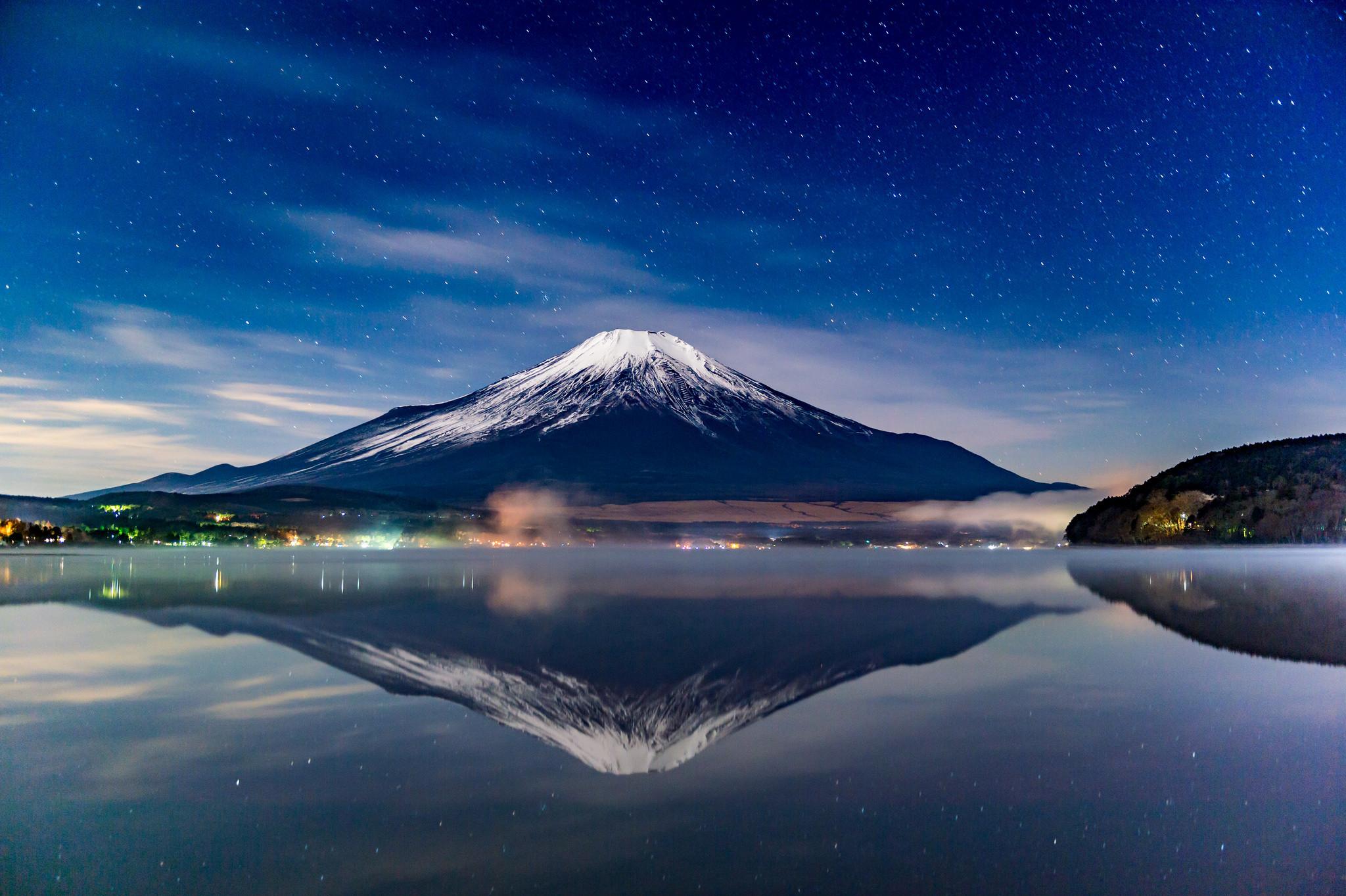Res: 2048x1363, Mount Fuji Night Reflections