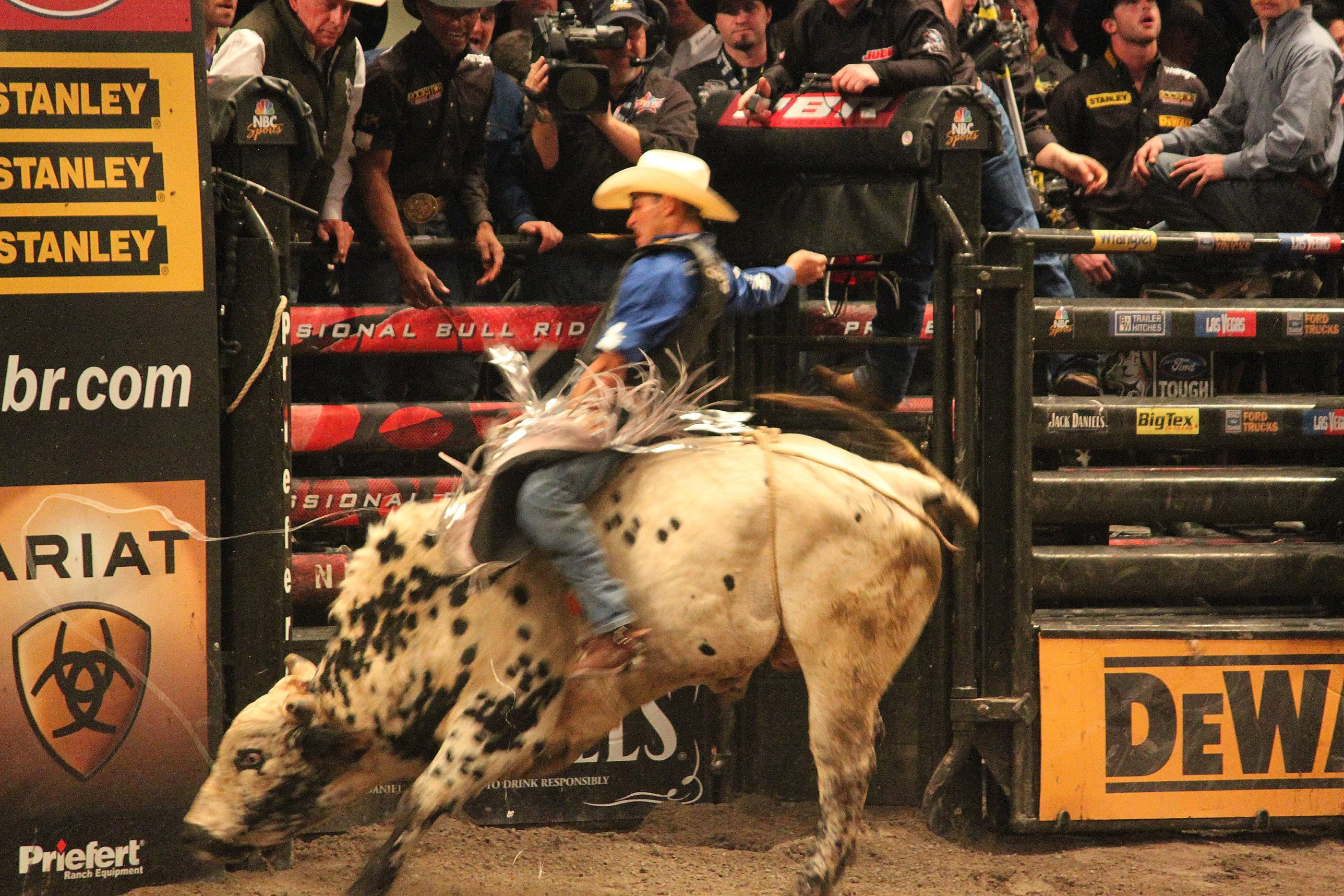 Res: 2800x1867, Bull riding bullrider rodeo western cowboy extreme cow 23 wallpaper