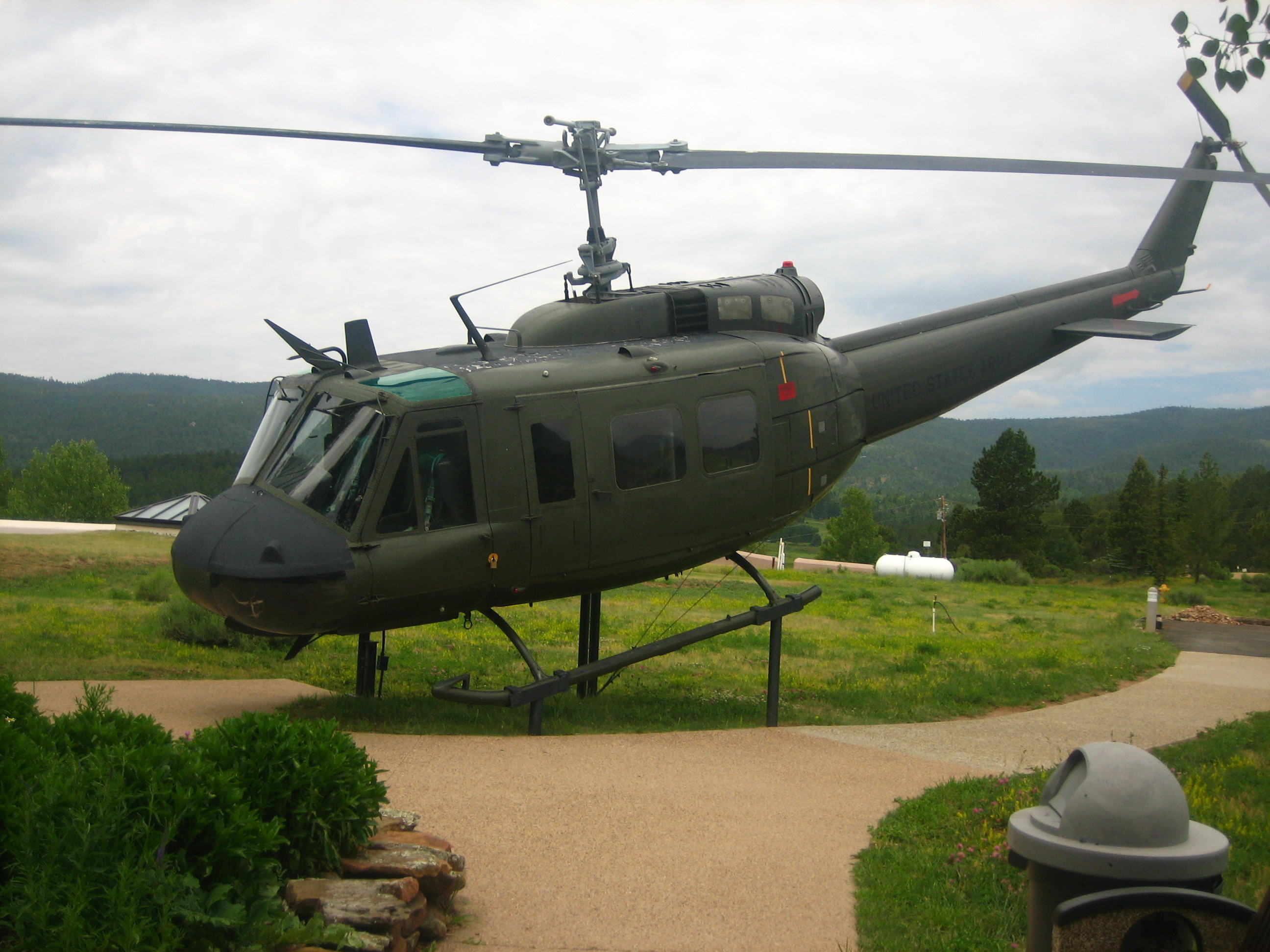 Res: 2592x1944, File:Huey helicopter IMG 0435.JPG