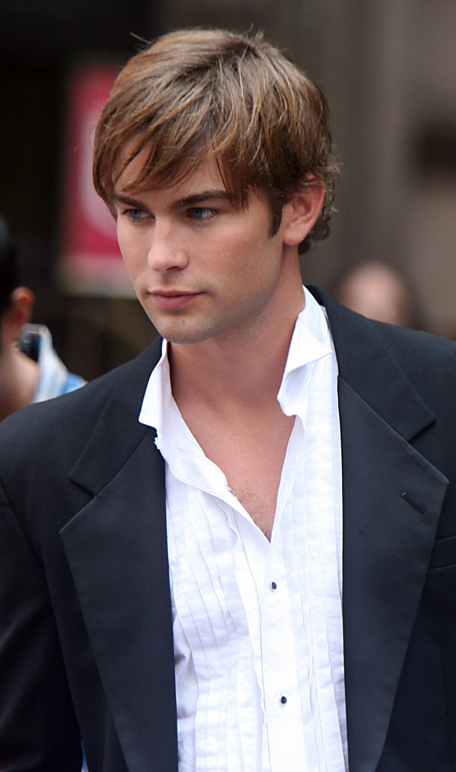 Res: 1513x2560, Chace-Crawford-photo.jpg