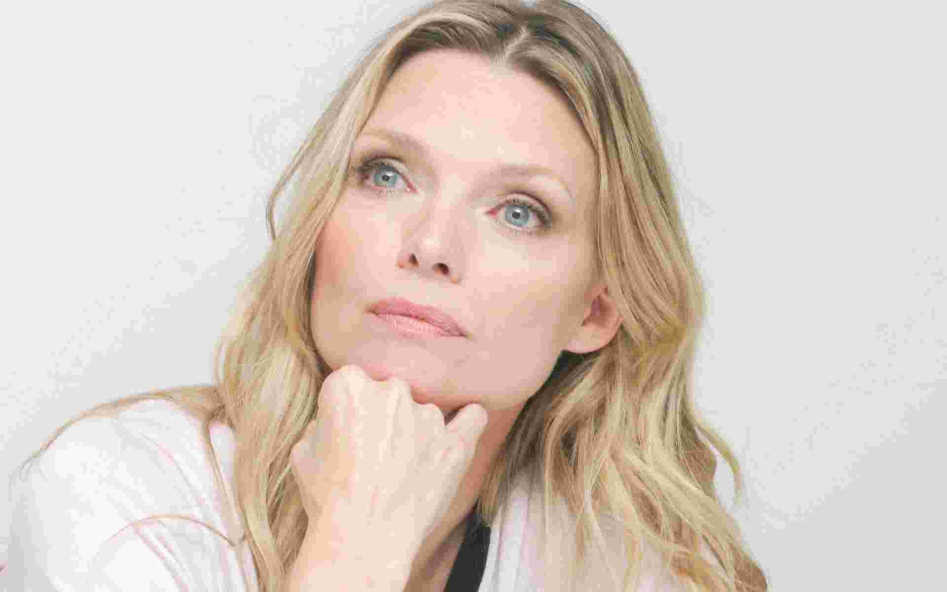 Res: 1920x1200, Another Wallpaper of Michelle Pfeiffer