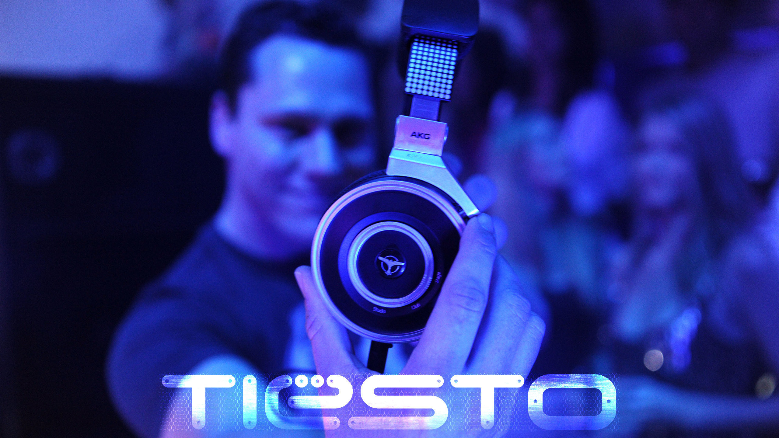 Res: 2560x1440, Tiesto Headphones Wallpaper