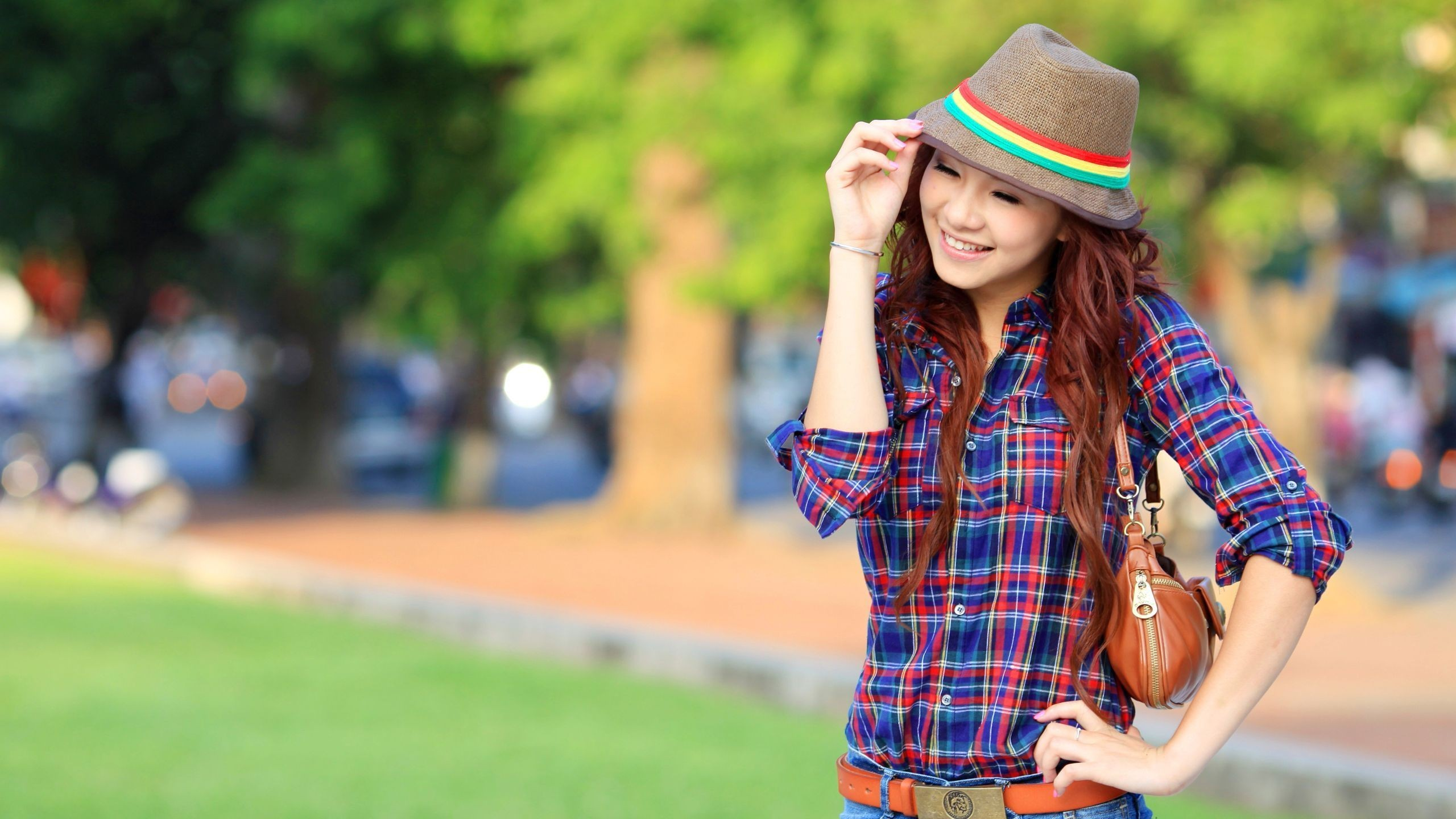 Res: 2560x1440, Trendy Girl