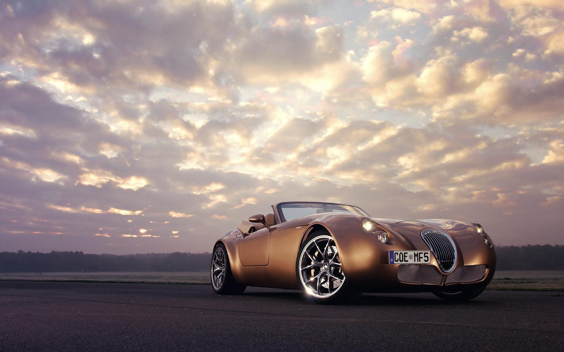 Res: 1920x1200, Golden Vintage Car