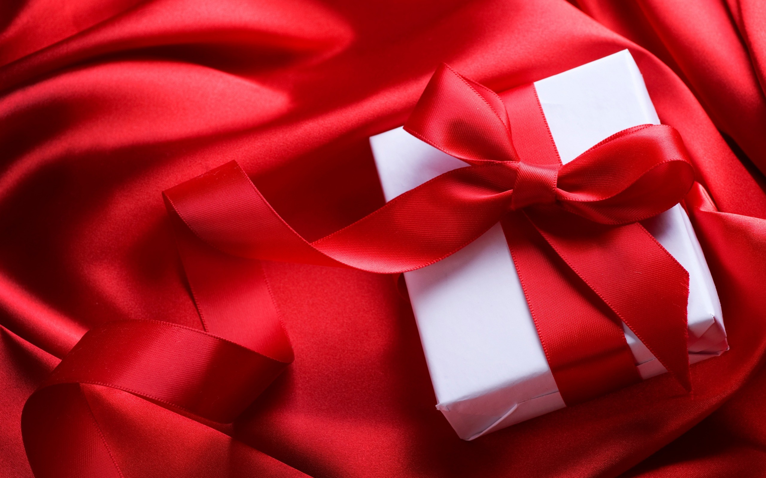 Res: 2560x1600, red silk fabric, romantic gift, white box, red bow, February 14,