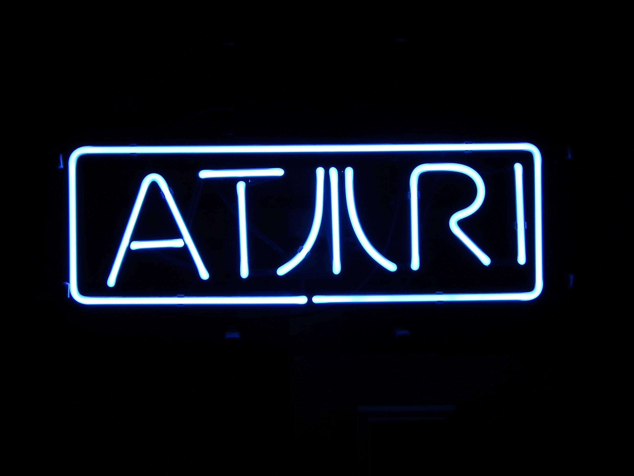Res: 2592x1944, Atari neon sign