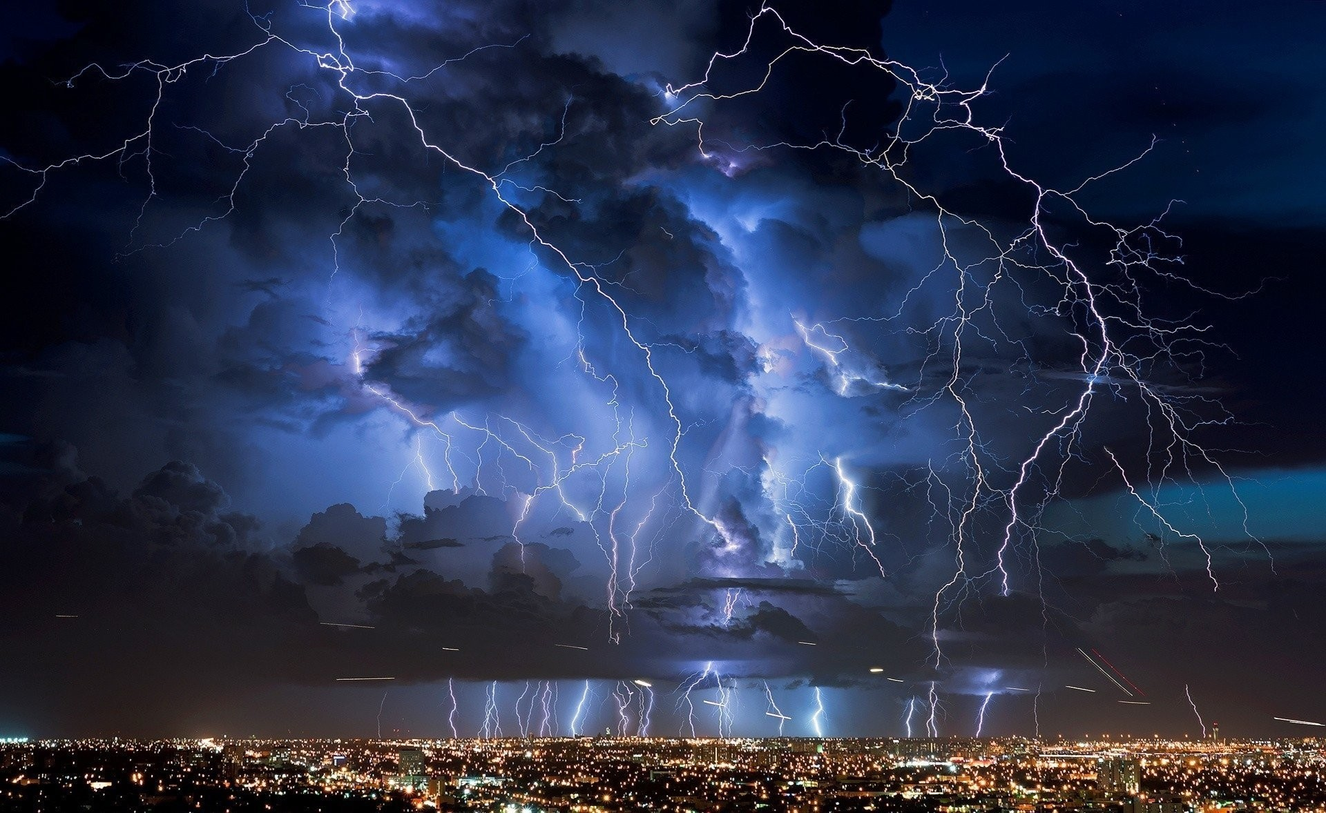 Res: 1920x1178, lightning strike strongly wallpaper