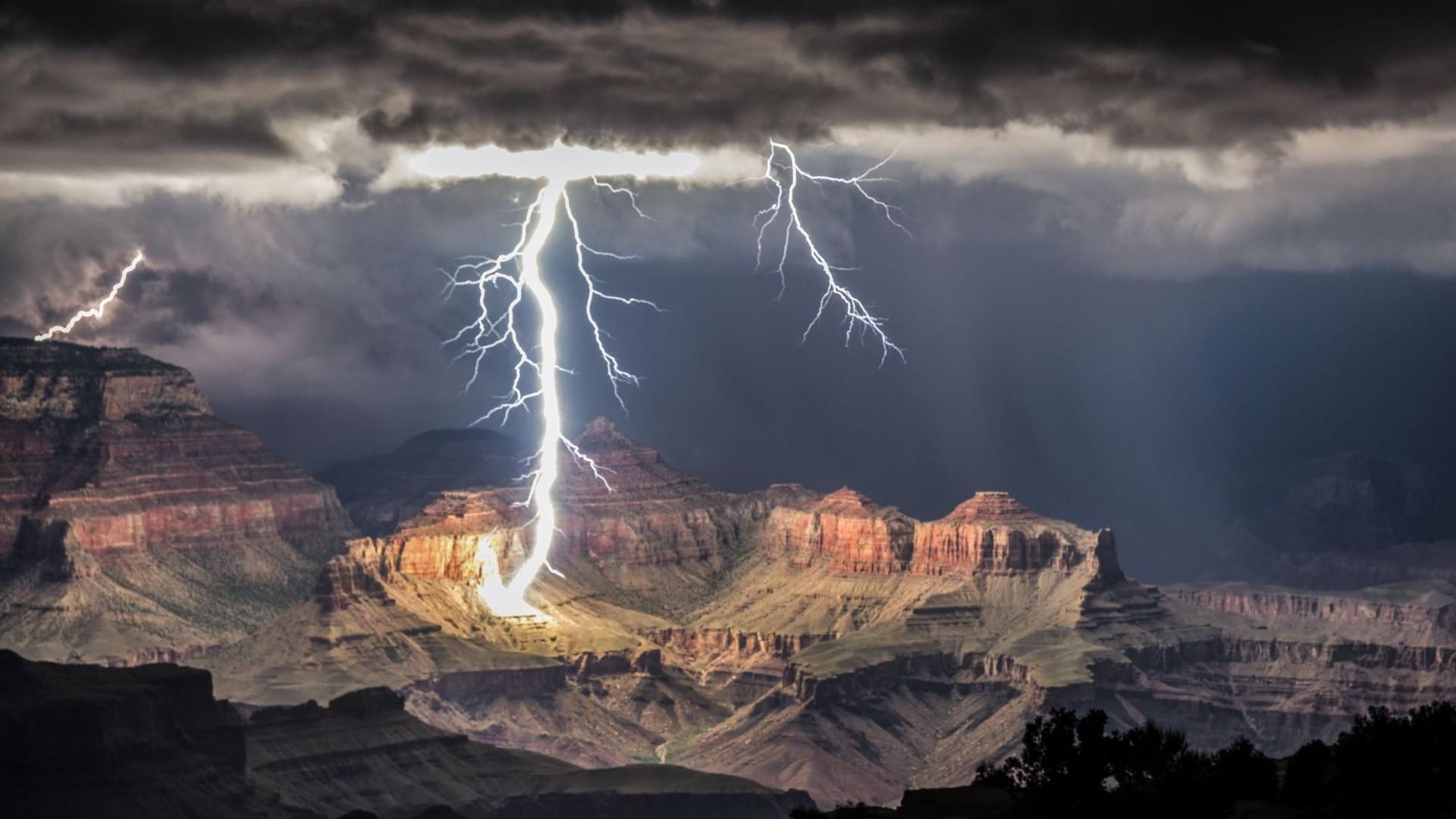 Res: 1920x1080, The Grand Canyon - lightning strike at night [] (i.imgur.com)