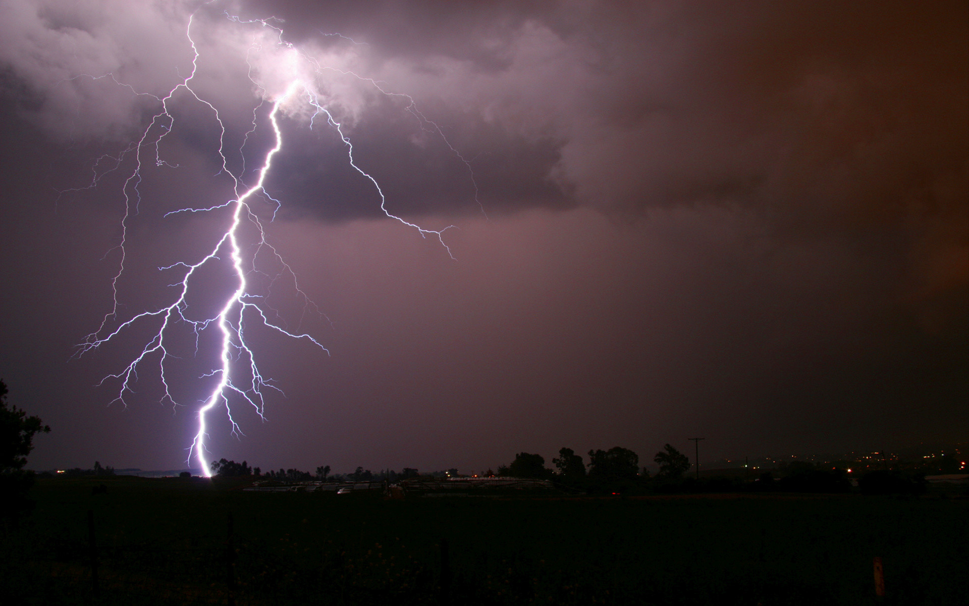 Res: 1920x1200, Lightning Strike