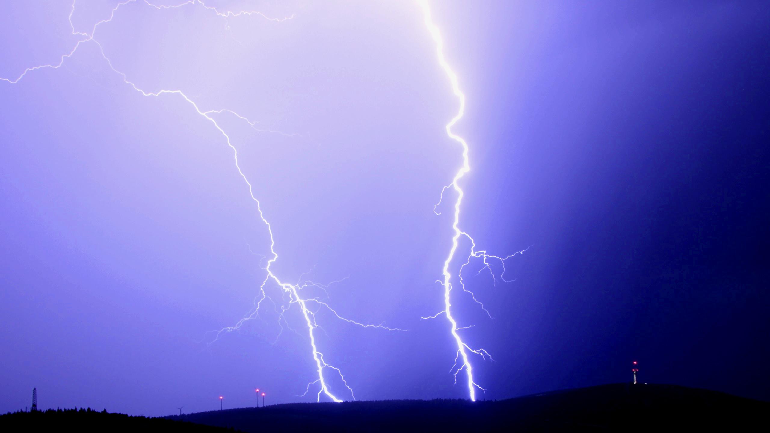 Res: 2560x1440, Thunder wallpaper with lightning strikes