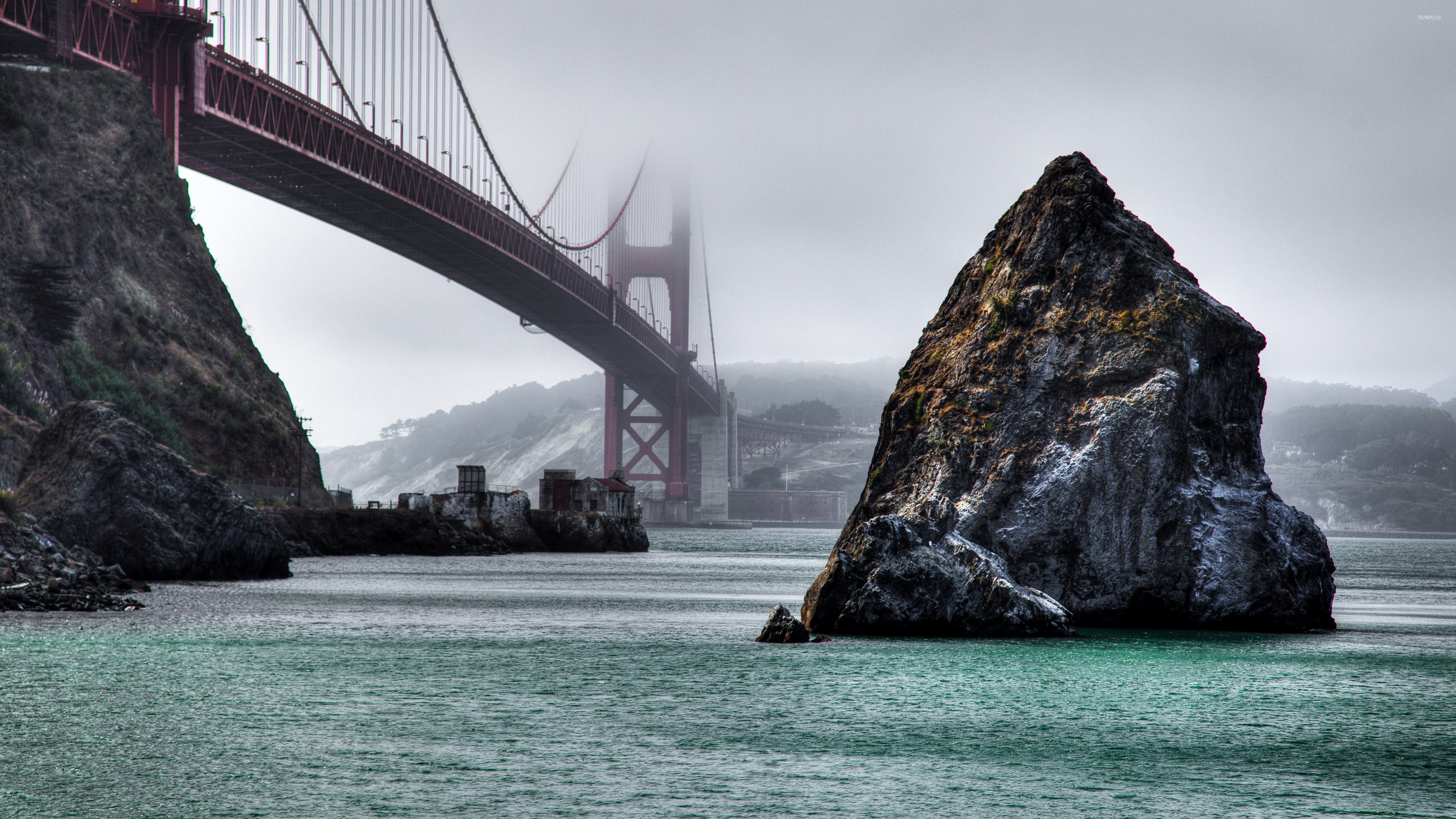Res: 3840x2160, Rocks under the foggy Golden Gate Bridge wallpaper