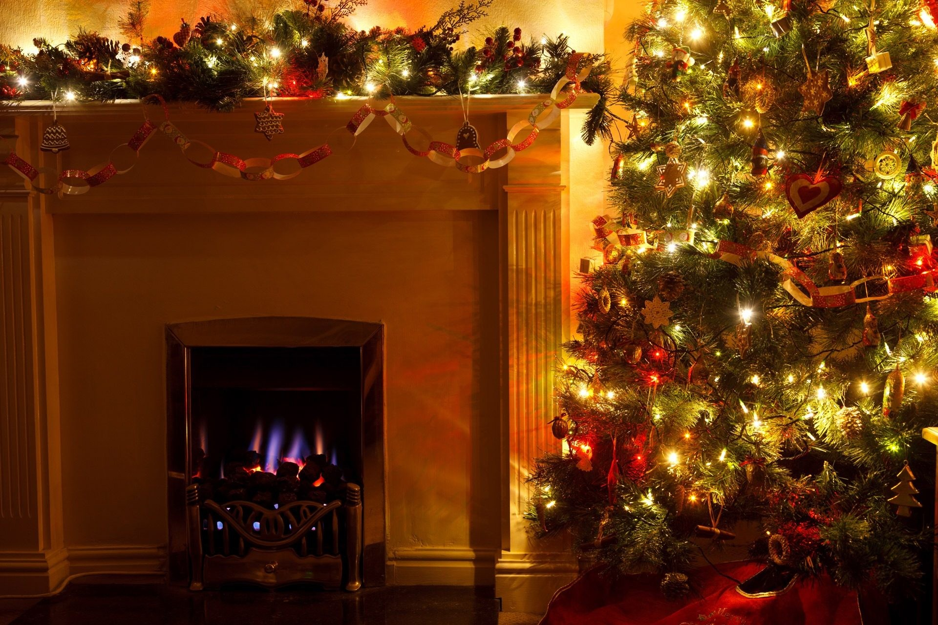 Res: 1920x1280, Christmas tree decoration in front of fireplace