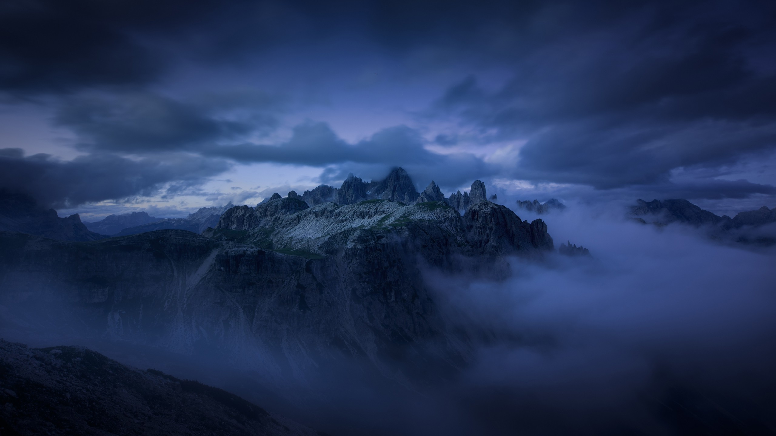 Res: 2560x1440, Mountain evening fog cliff dark clouds