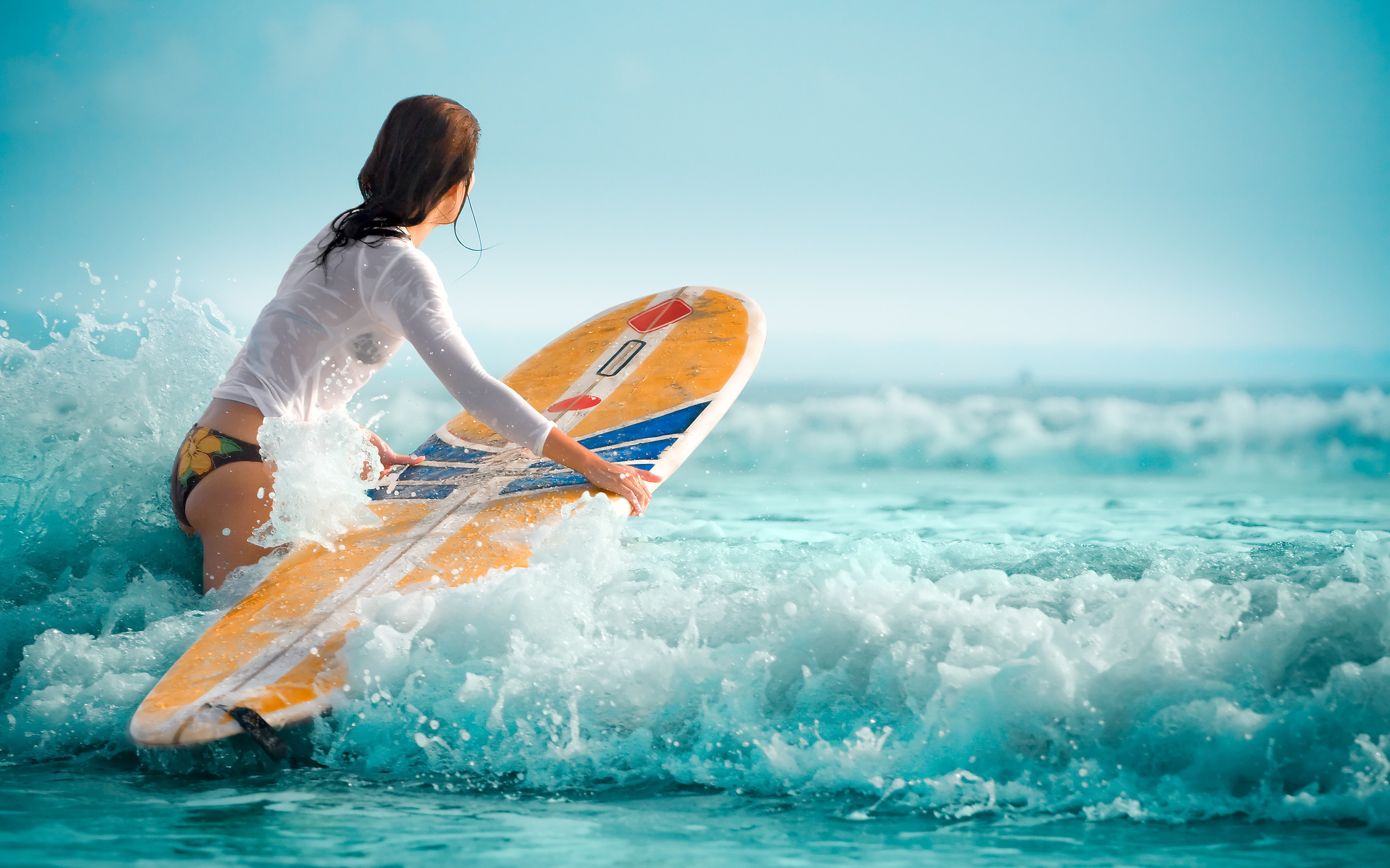Res: 2560x1600, Surfing Girl HD Wallpaper