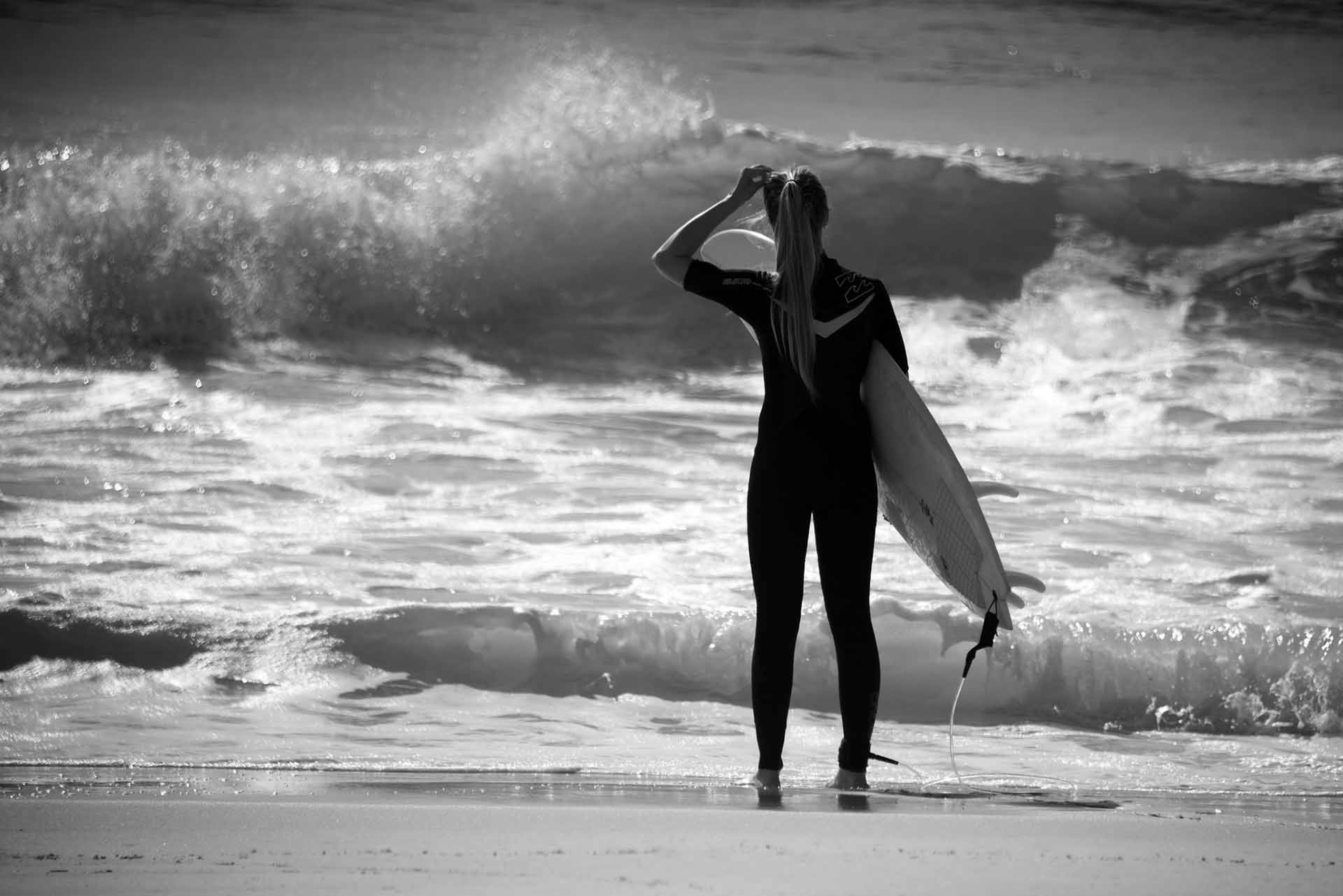 Res: 1920x1282, Monochrome Surfer Girl Wallpaper 58687