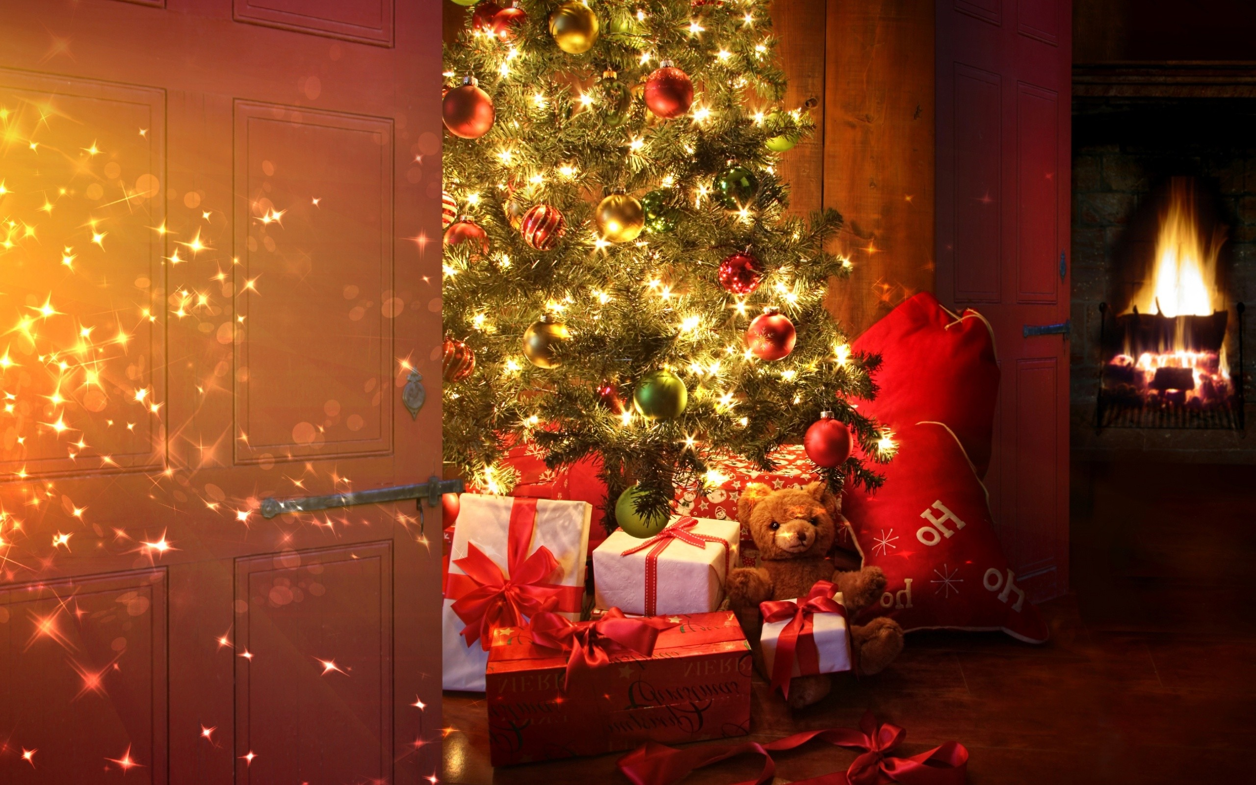 Res: 2560x1600, Christmas Tree With Presents Wallpaper