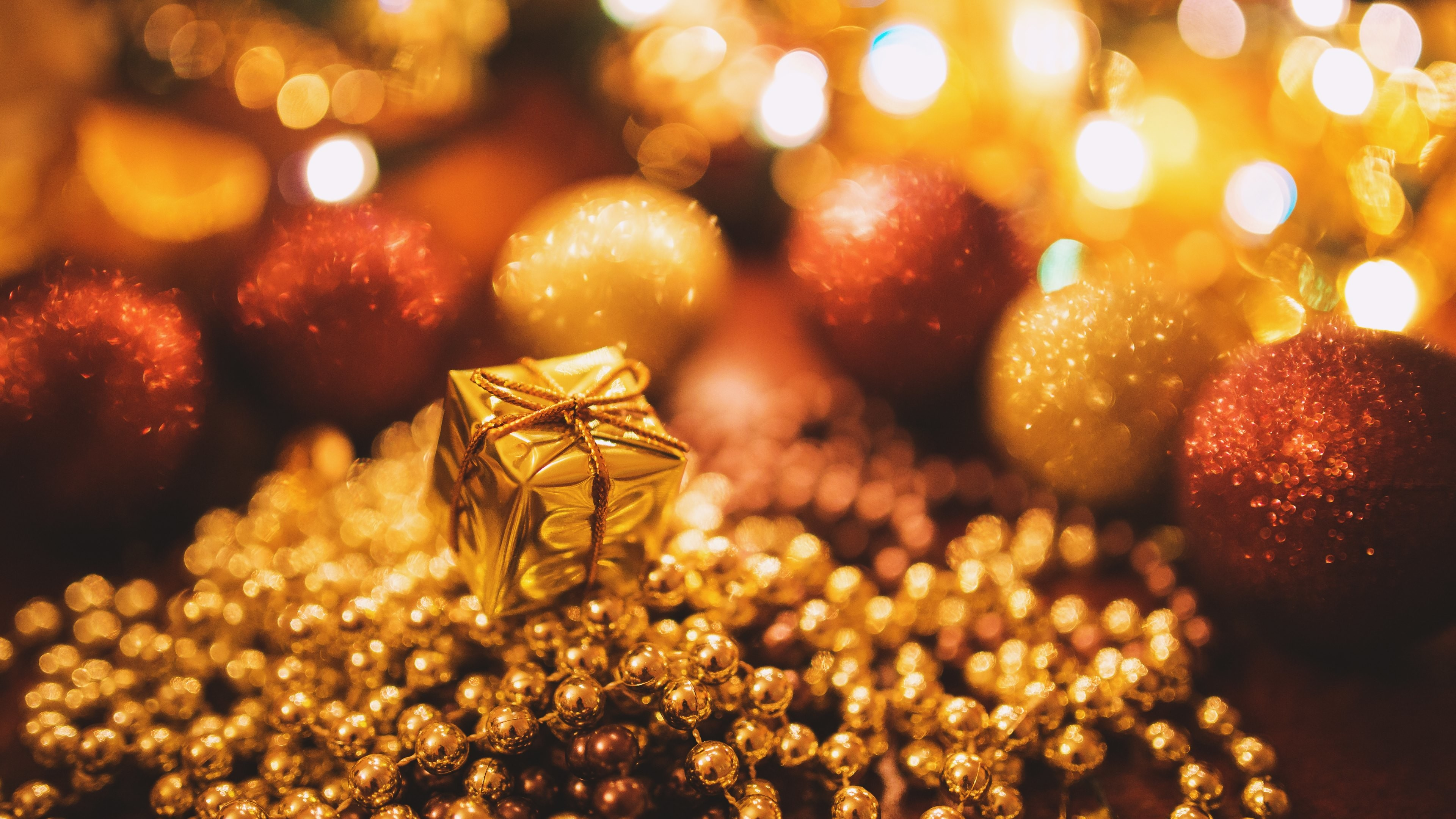 Res: 3840x2160, Gold Christmas Gift