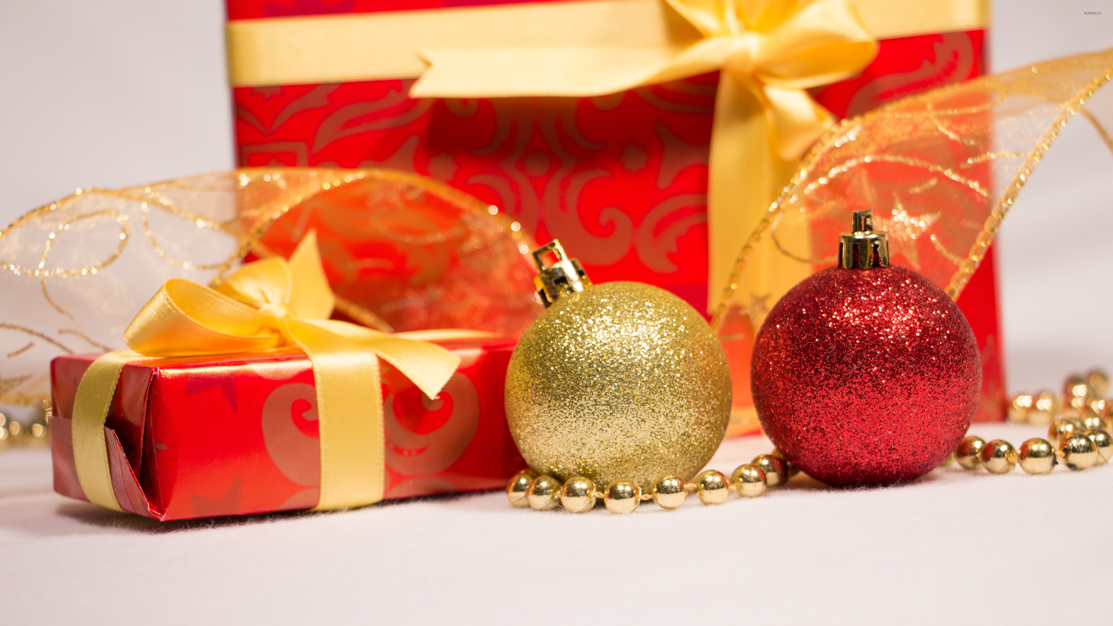 Res: 3840x2160, Christmas presents and baubles wallpaper