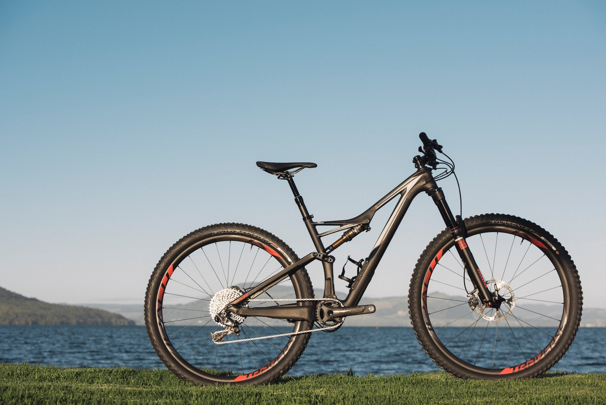 Res: 2000x1335, Tested: Specialized Stumpjumper Expert Evo ?3,800 - MBR