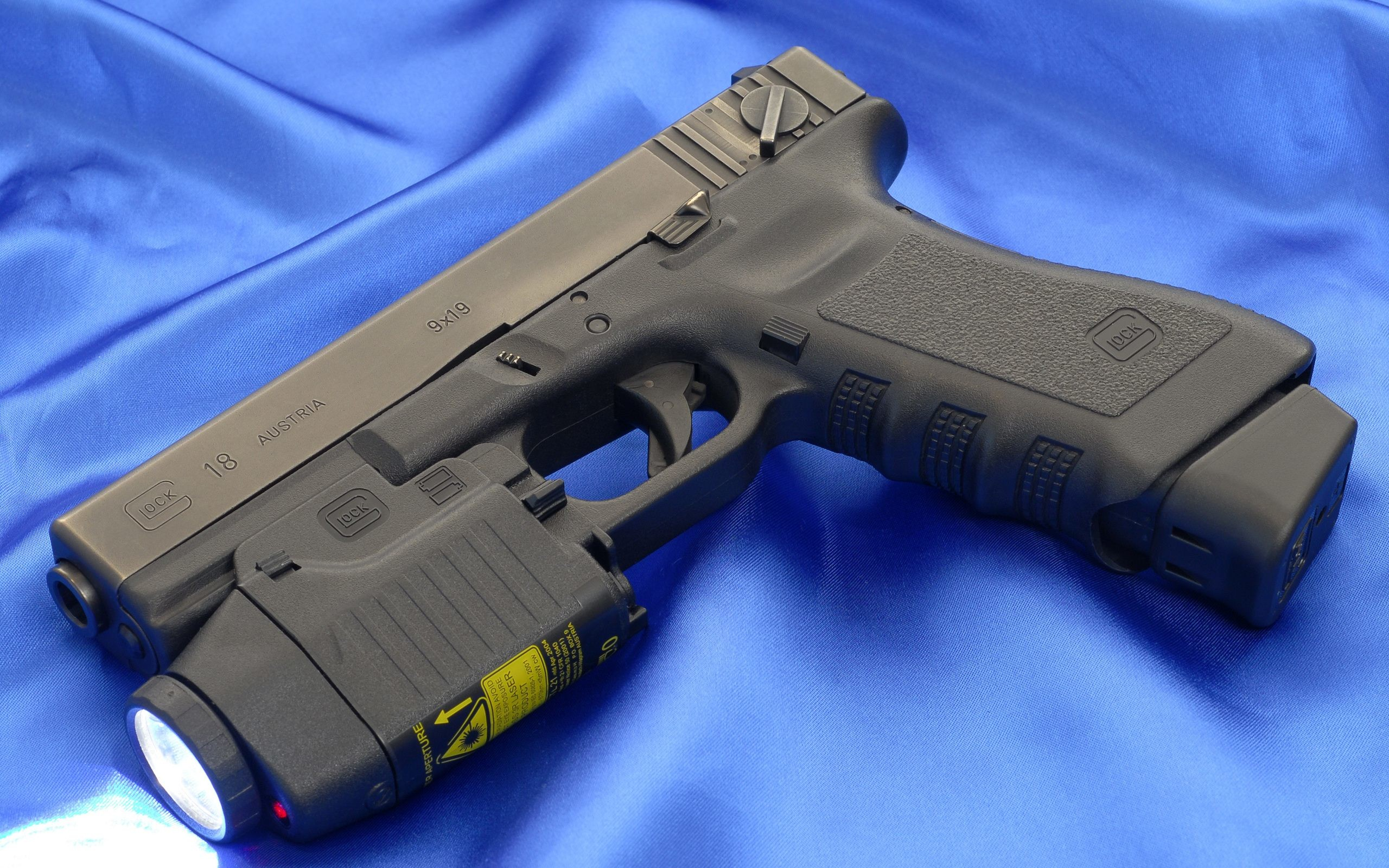 Res: 2560x1600, glock automatic pistol wallpaper