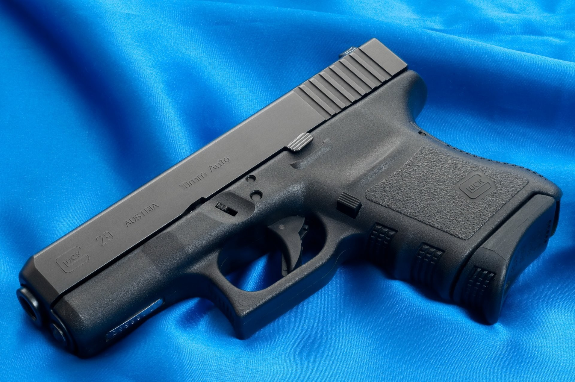 Res: 1920x1276, glock gun weapon wallpaper weapons wallpapers trunk austria canvas blue  background