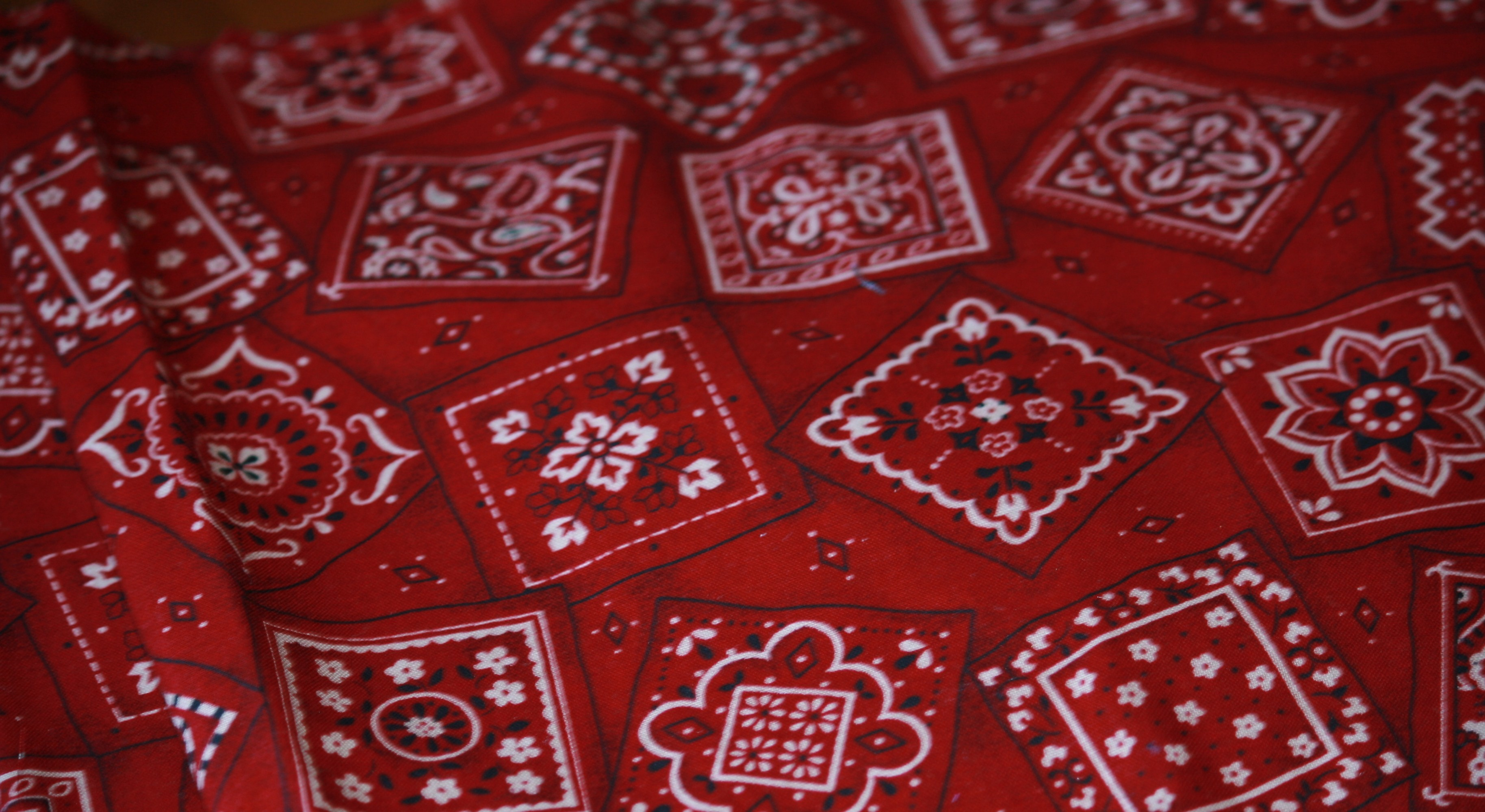 Res: 3655x2000, Red bandana with cream