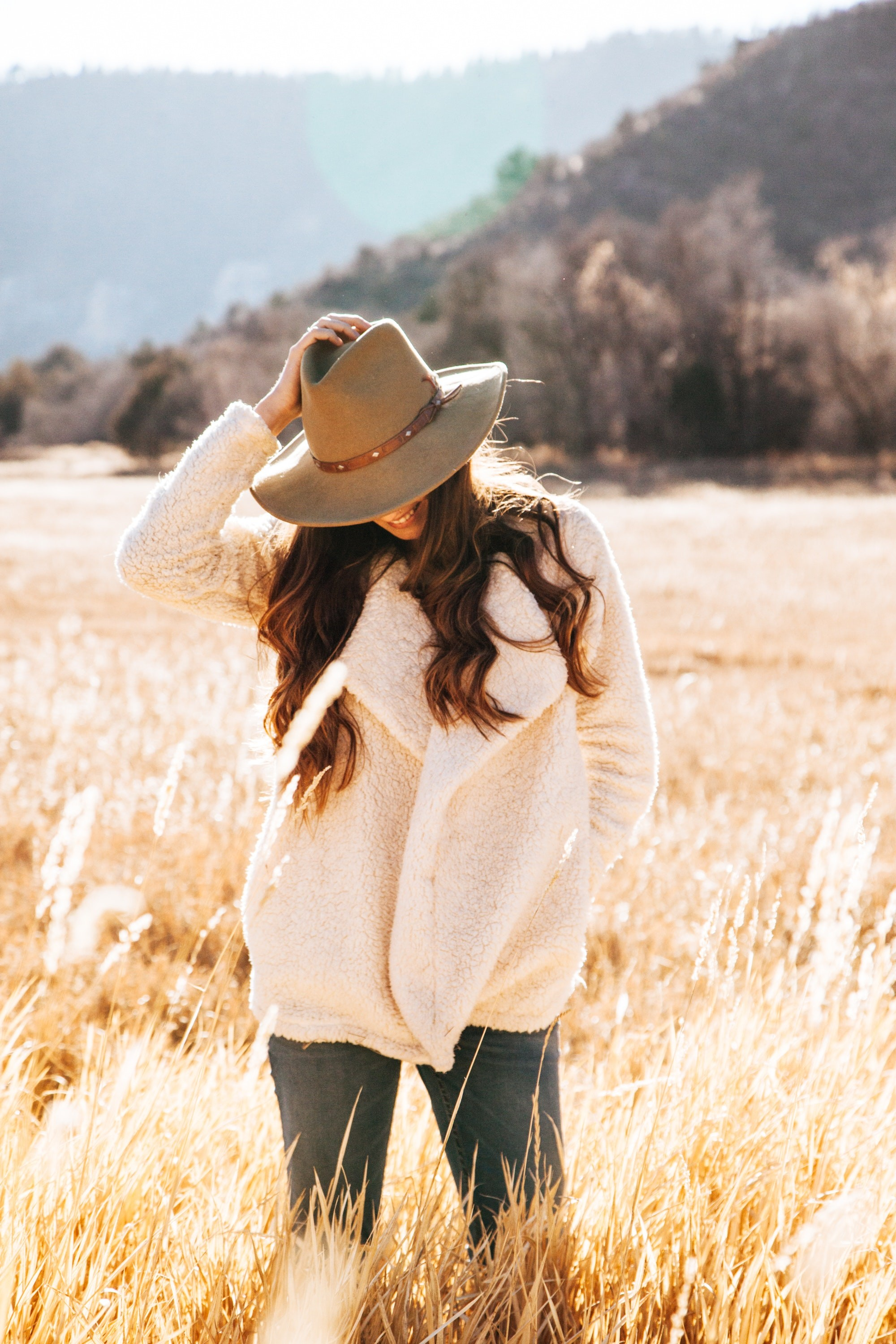 Res: 2000x3000, Smiling Woman in White Winter Jacket Wearing Brown Cowboy Hat Surrounded of  Brown Grass Field