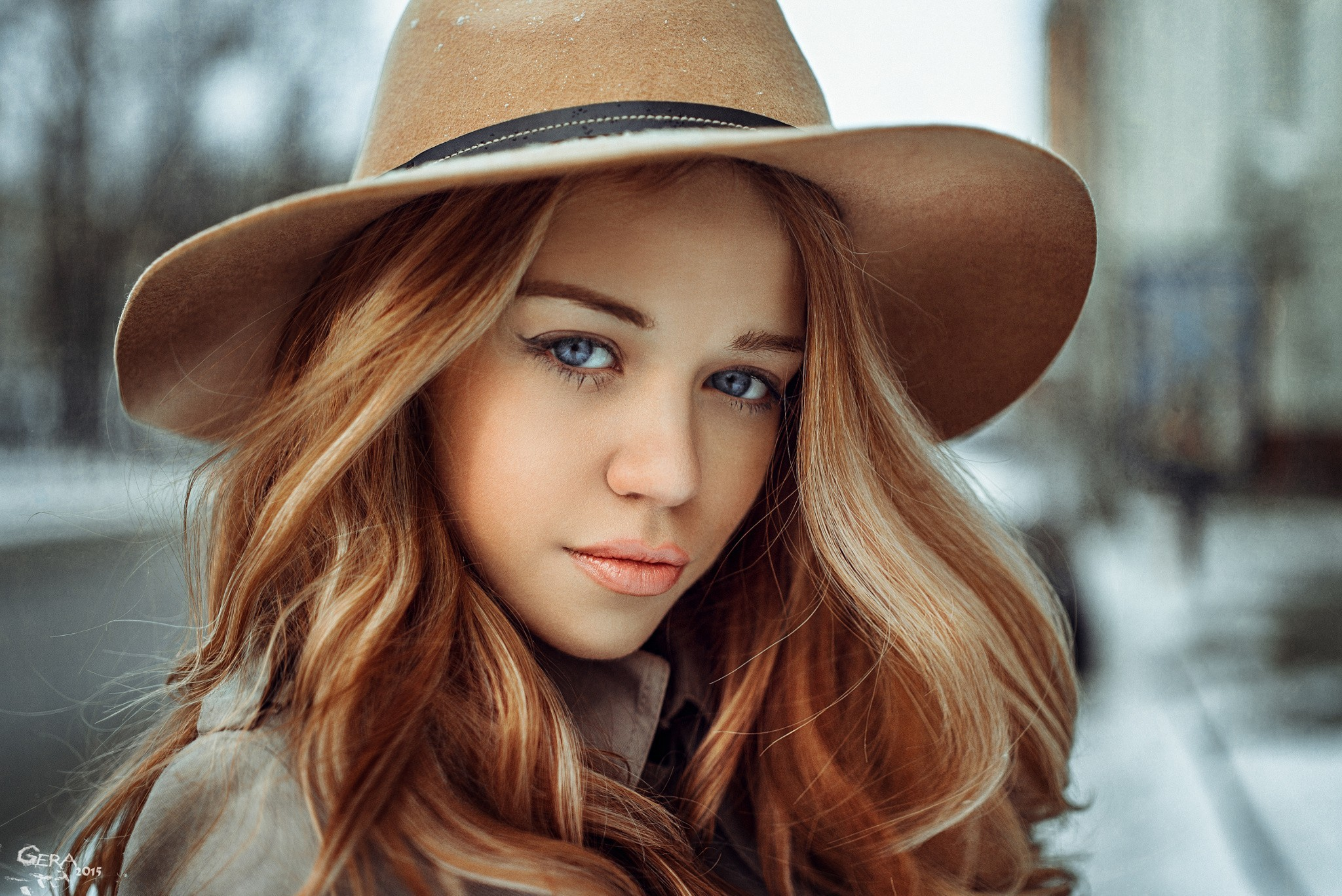 Res: 2048x1367, Blue-eyed girl in a brown cowboy hat