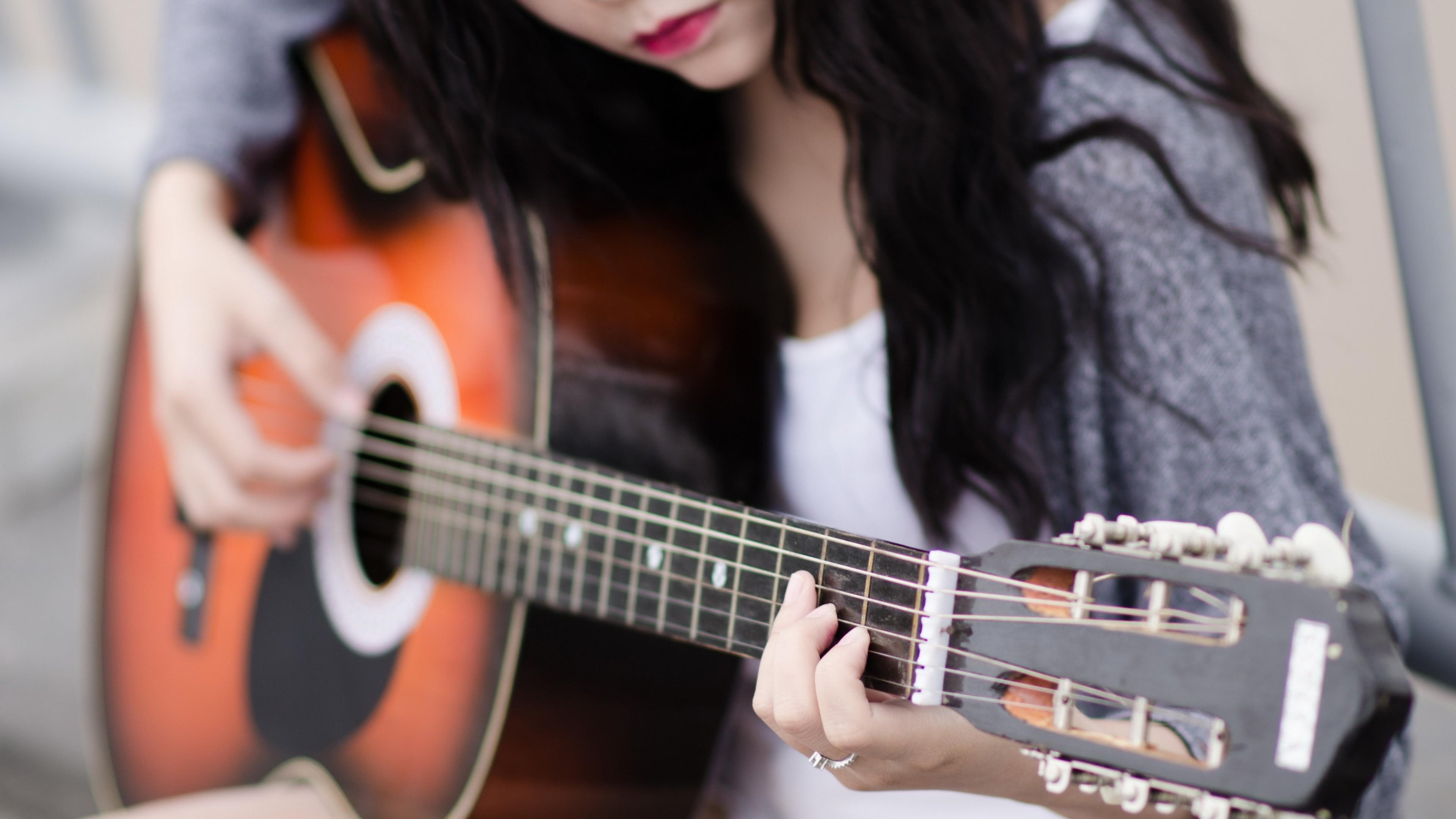 Res: 3840x2160, Girl Playing Guitar