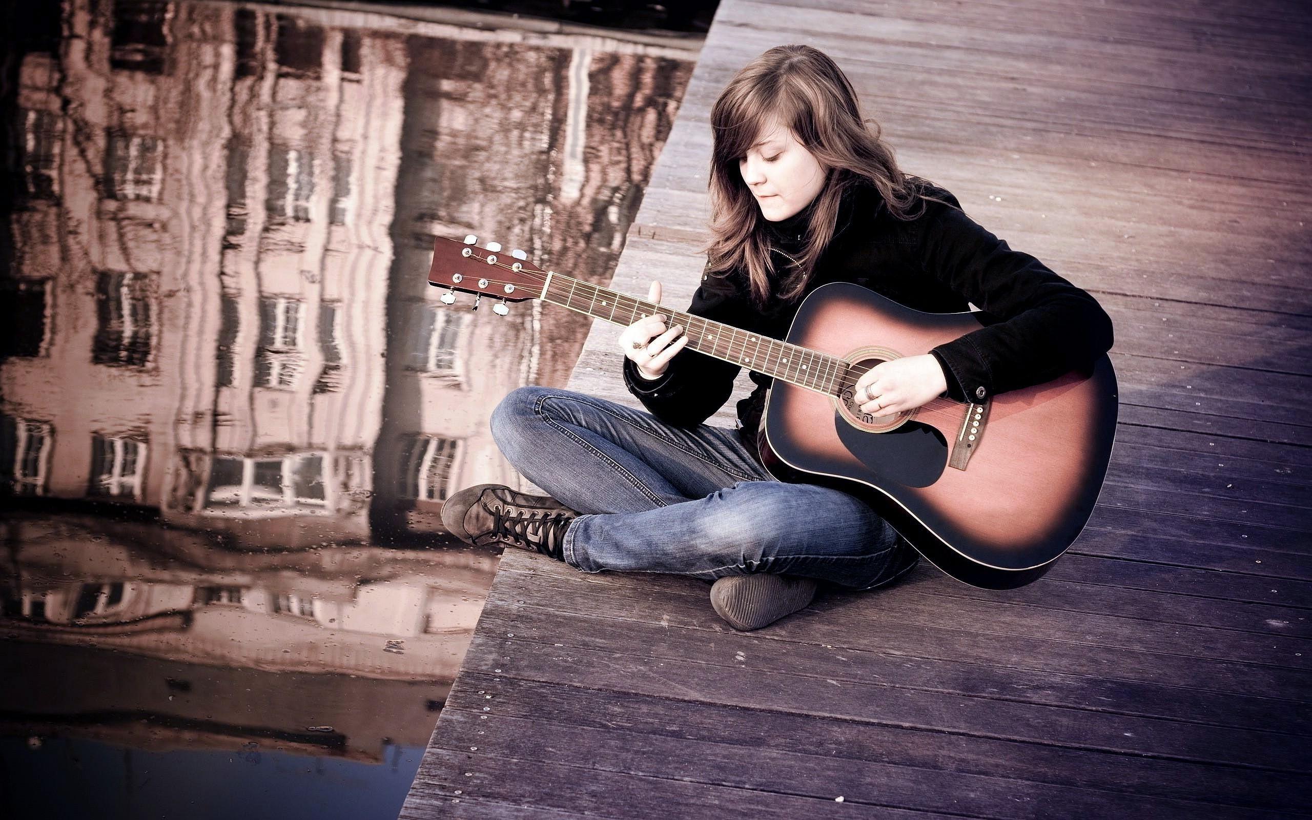 Res: 2560x1600, Girl Playing Guitar