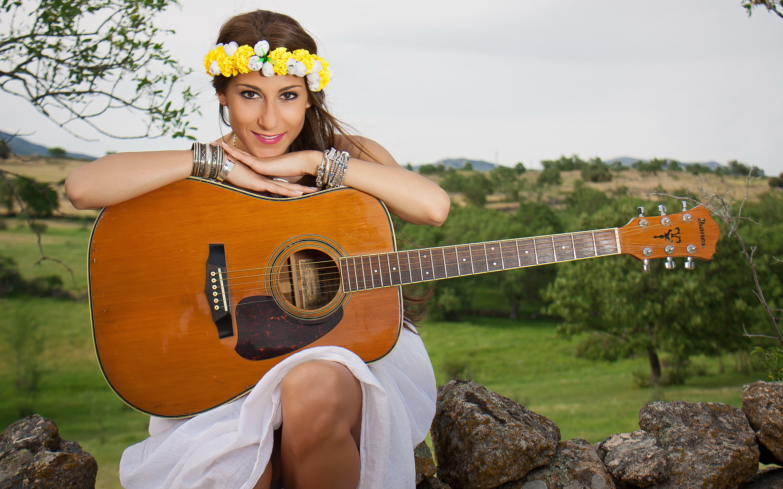 Res: 2560x1600, Girl guitar music background country singer photo field.
