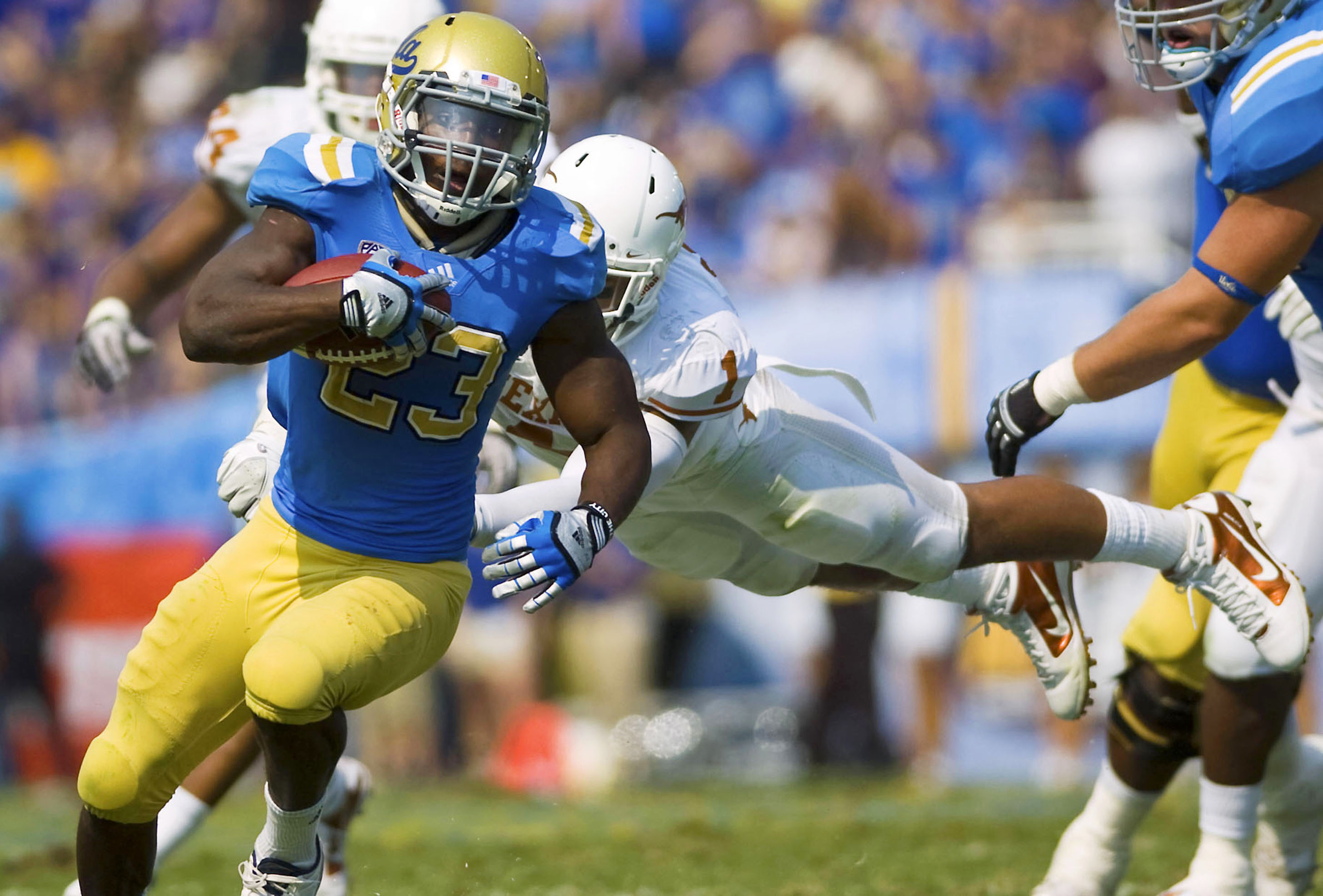 Res: 2910x1971, Rising redshirt senior running back Johnathan Franklin, seen here during  UCLA's game against Texas last