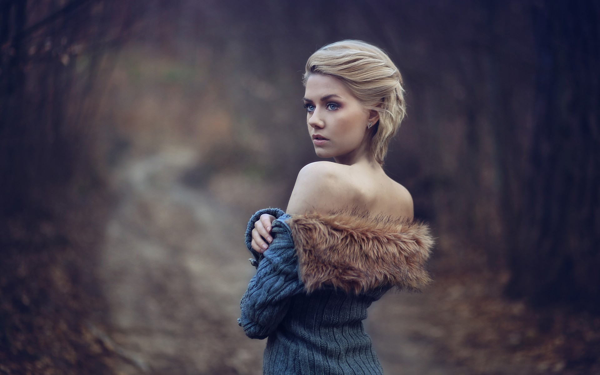 Res: 1920x1200, Girl Wearing Fur Coat