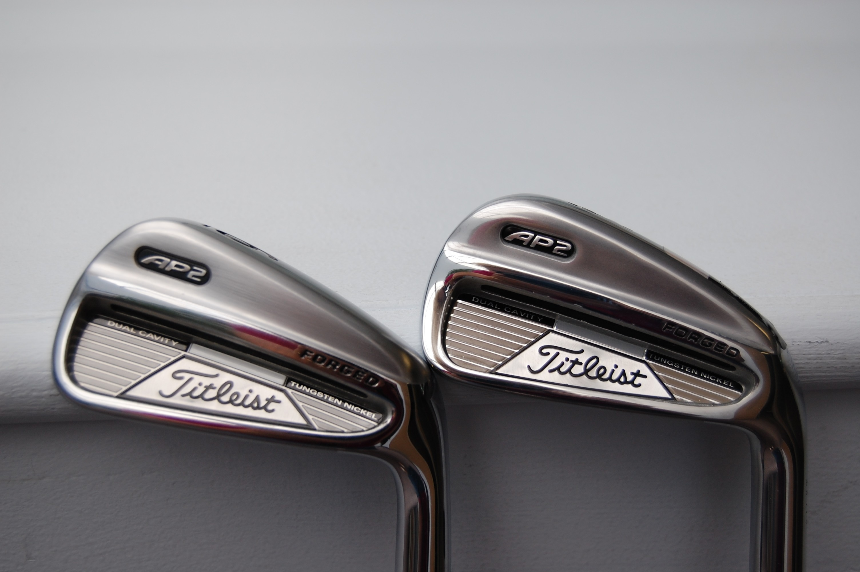 Res: 3008x2000, Rear view of a Titleist ...