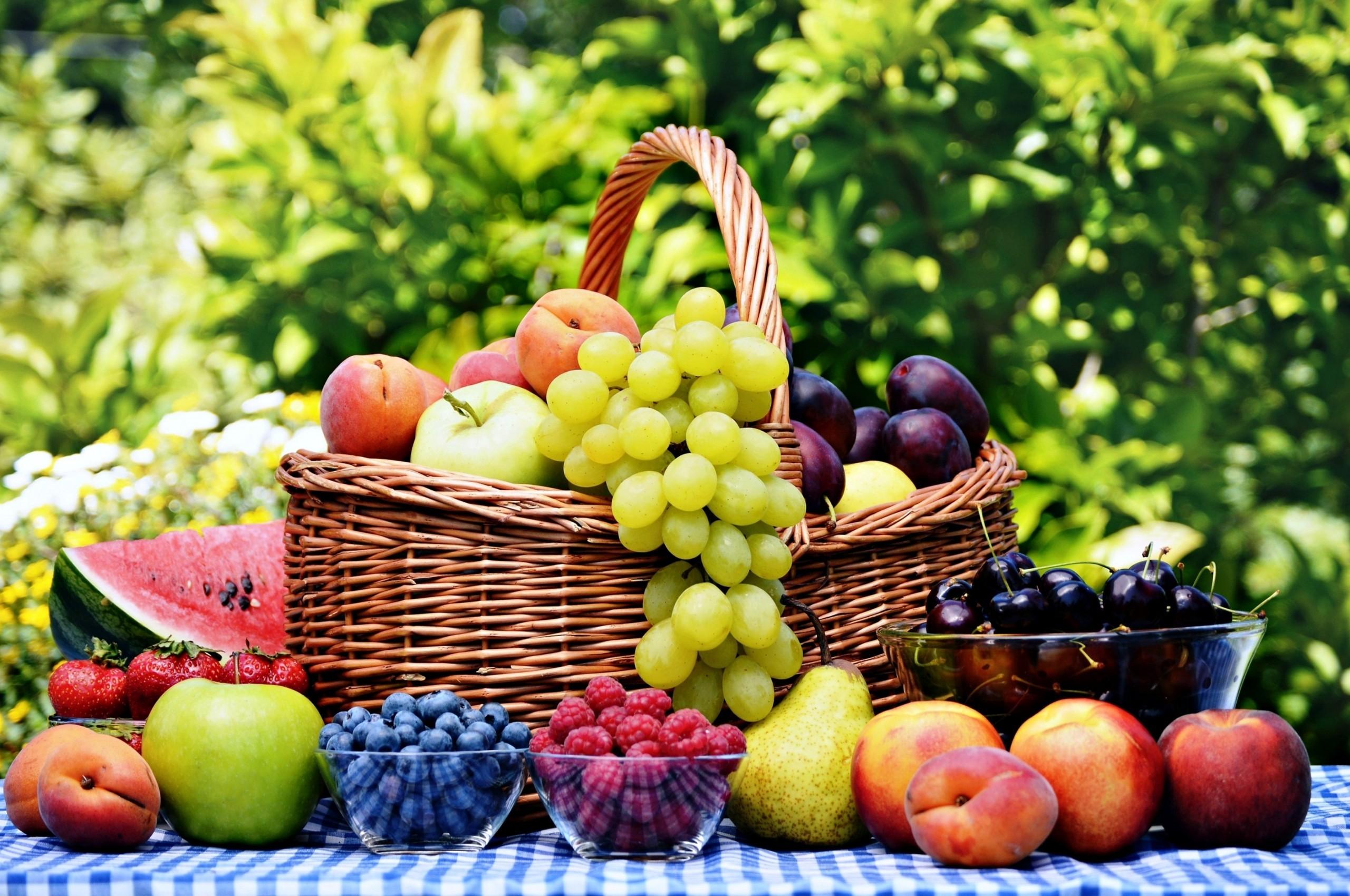 Res: 2560x1700, Fruit Basket, Grape, Apple, Peach, Berries