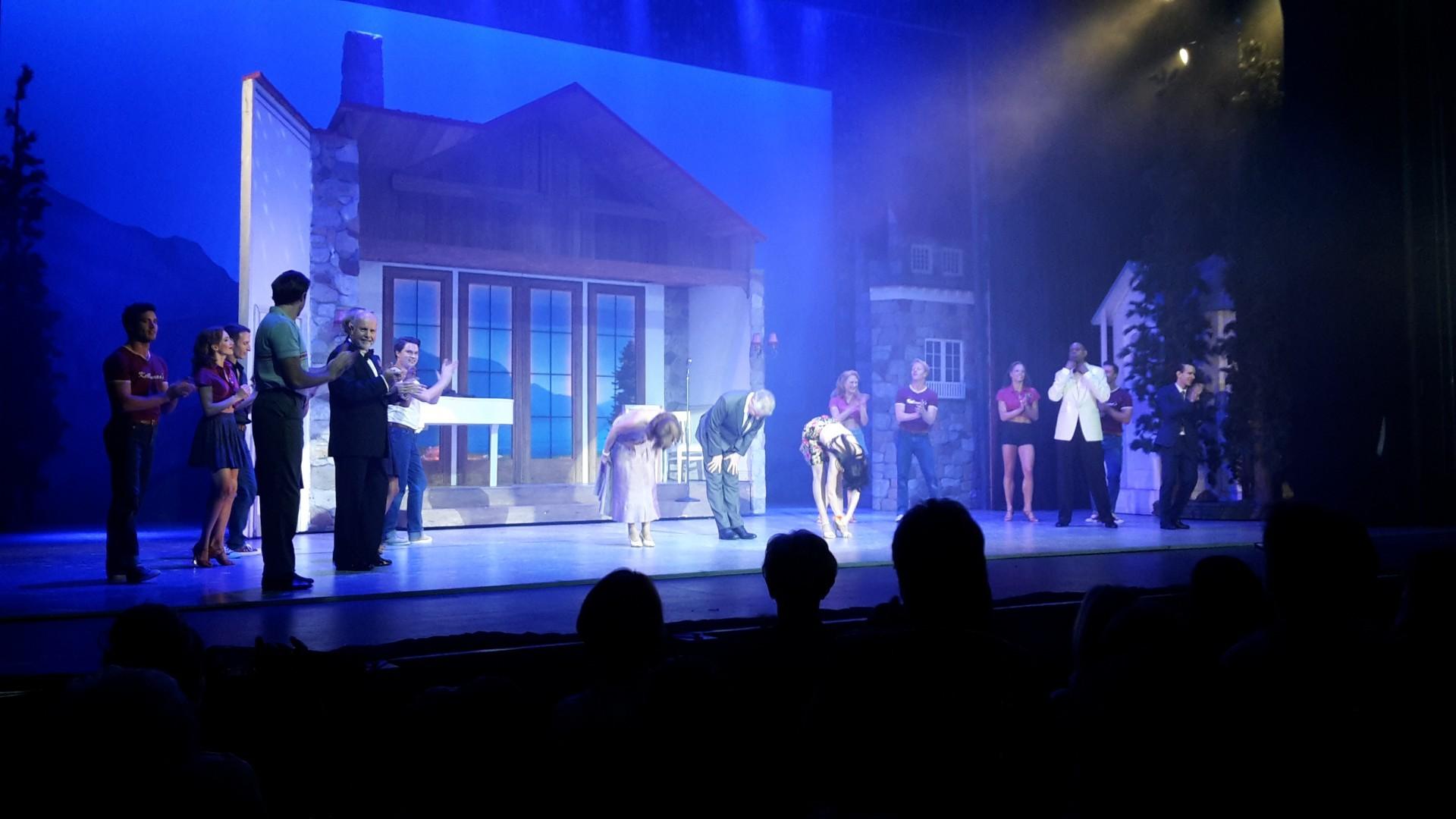 "Res: 1920x1080, Standing ovations bei der ""Dirty Dancing""-Premiere im Admiralspalast."