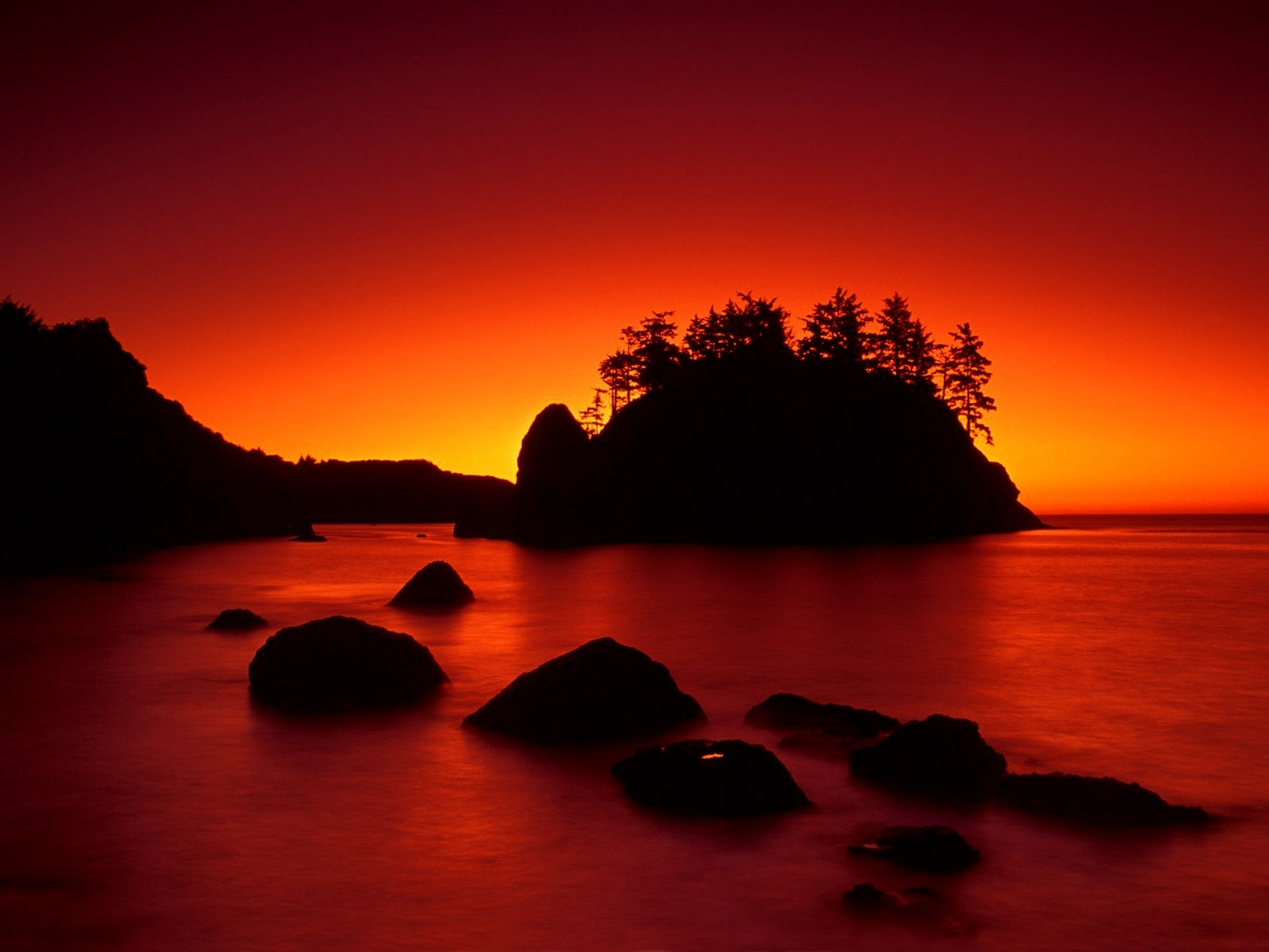 Res: 2560x1920, Bild: Red Sunset Ocean & Dark Island wallpapers and stock photos. Â«