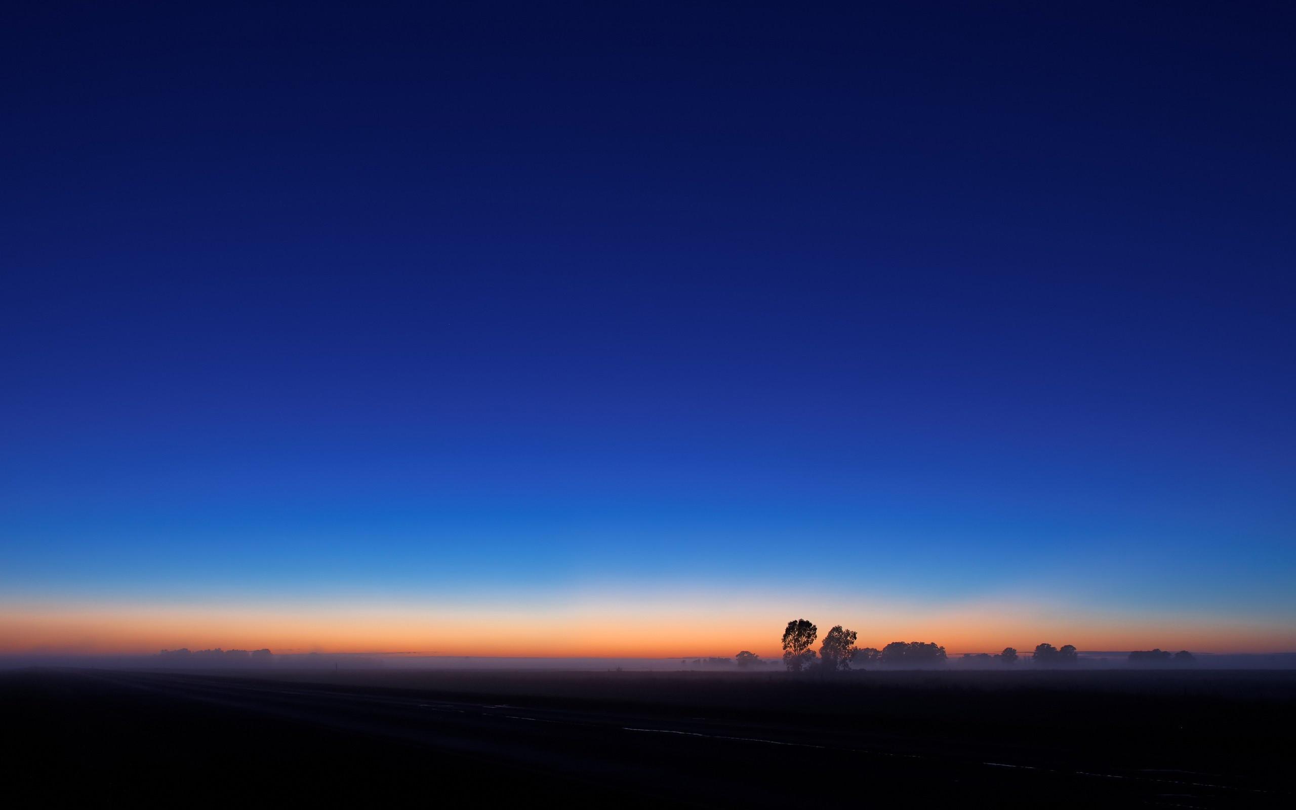 Res: 2560x1600, blue sky
