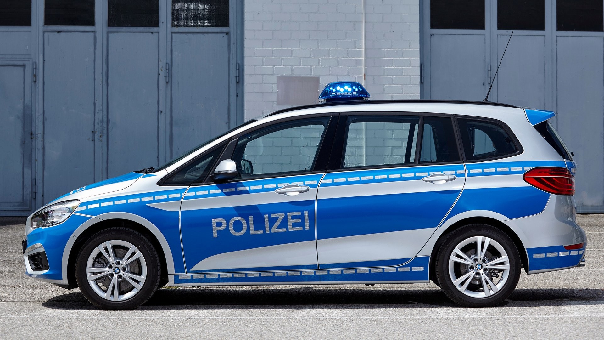 Res: 1920x1080, Fahrzeuge - BMW 2 Series Police Car Compact Car Luxury Car Blue Car  Wallpaper