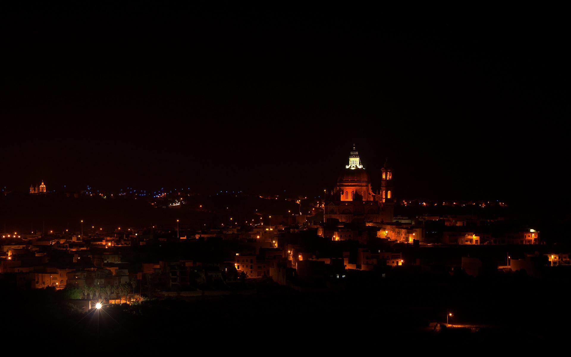Res: 1920x1200, Malta / Gozo bei Nacht