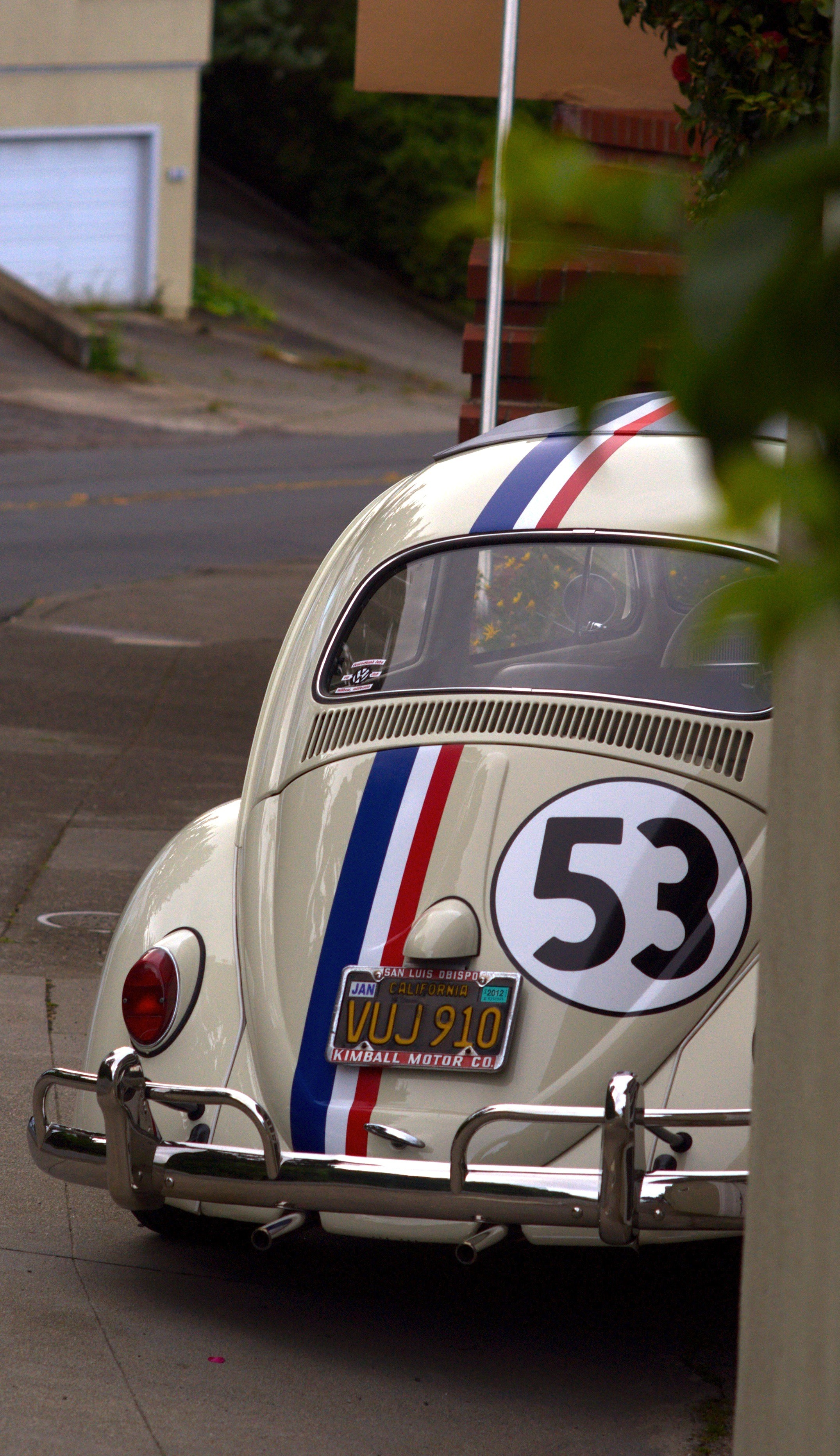 Res: 2150x3727, Peeking-Herbie-wallpaper-wp52010176
