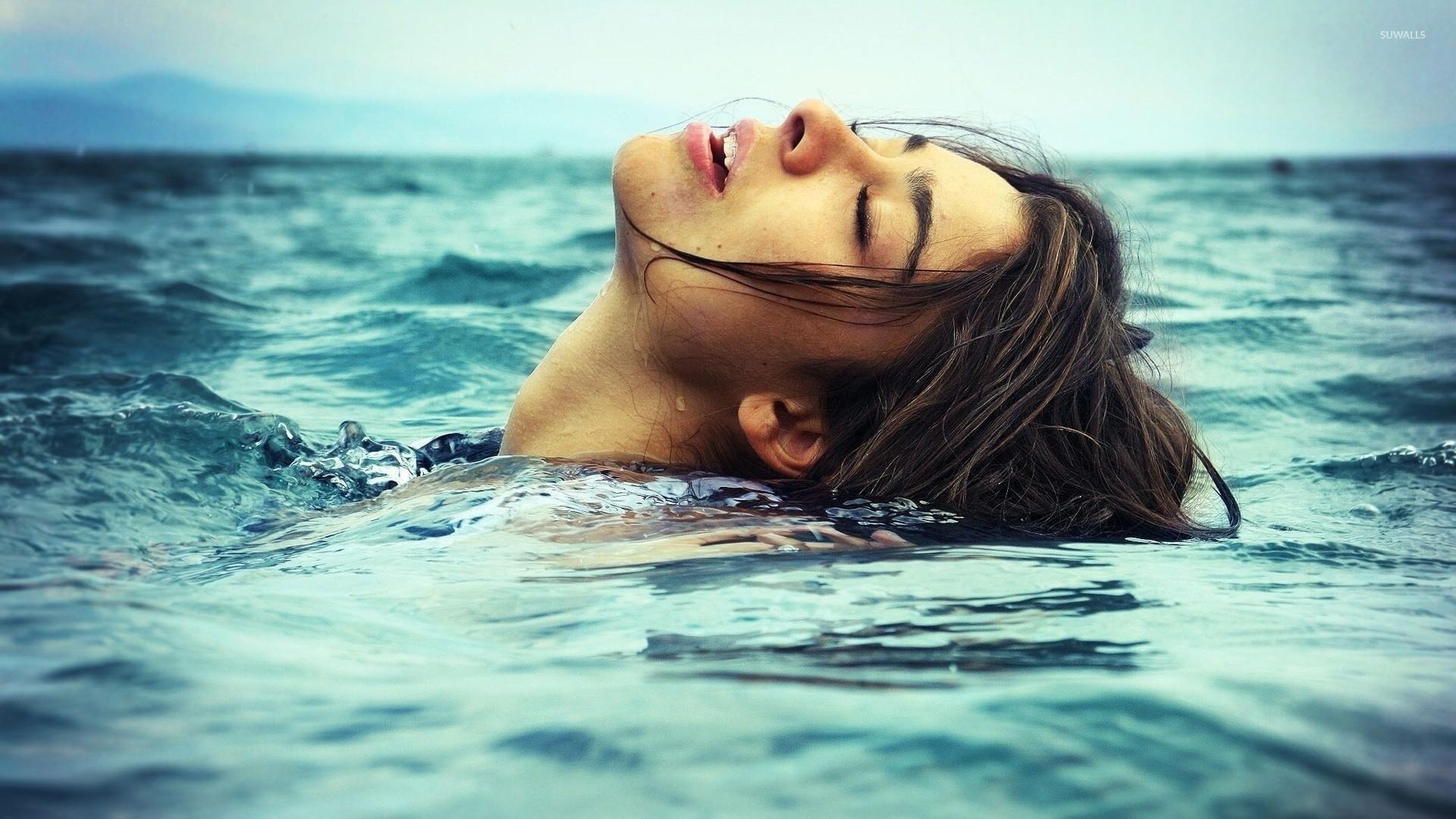 Res: 1920x1080, Girl relaxing in the ocean wallpaper