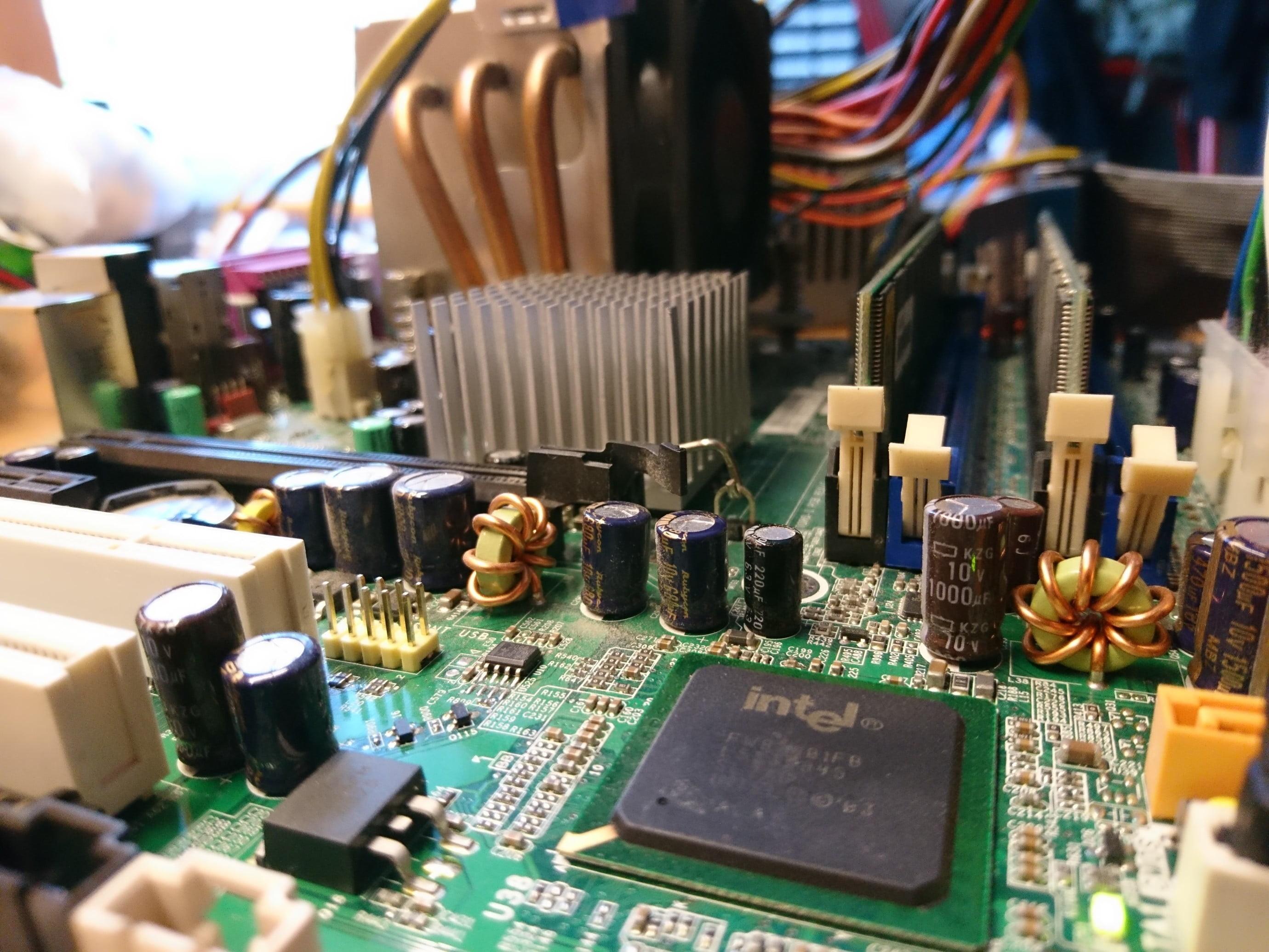 Res: 2760x2070, closeup photo of computer motherboard HD wallpaper