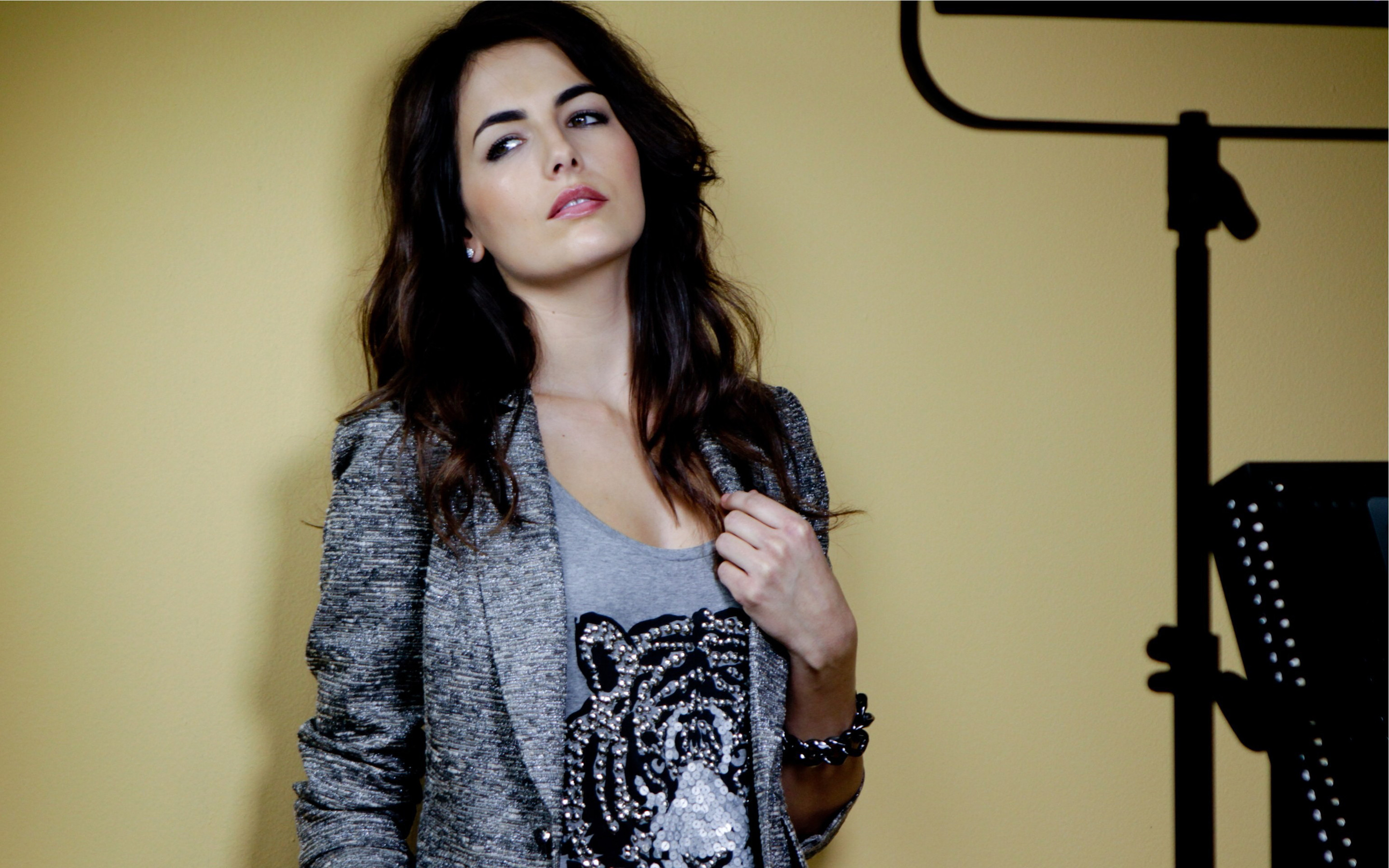 Res: 2880x1800, Camilla Belle Beautiful