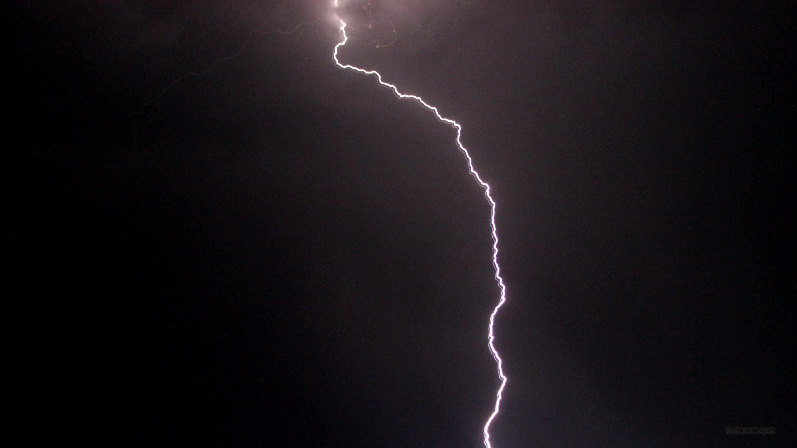 Res: 2560x1440, HD wallpaper lightning flash